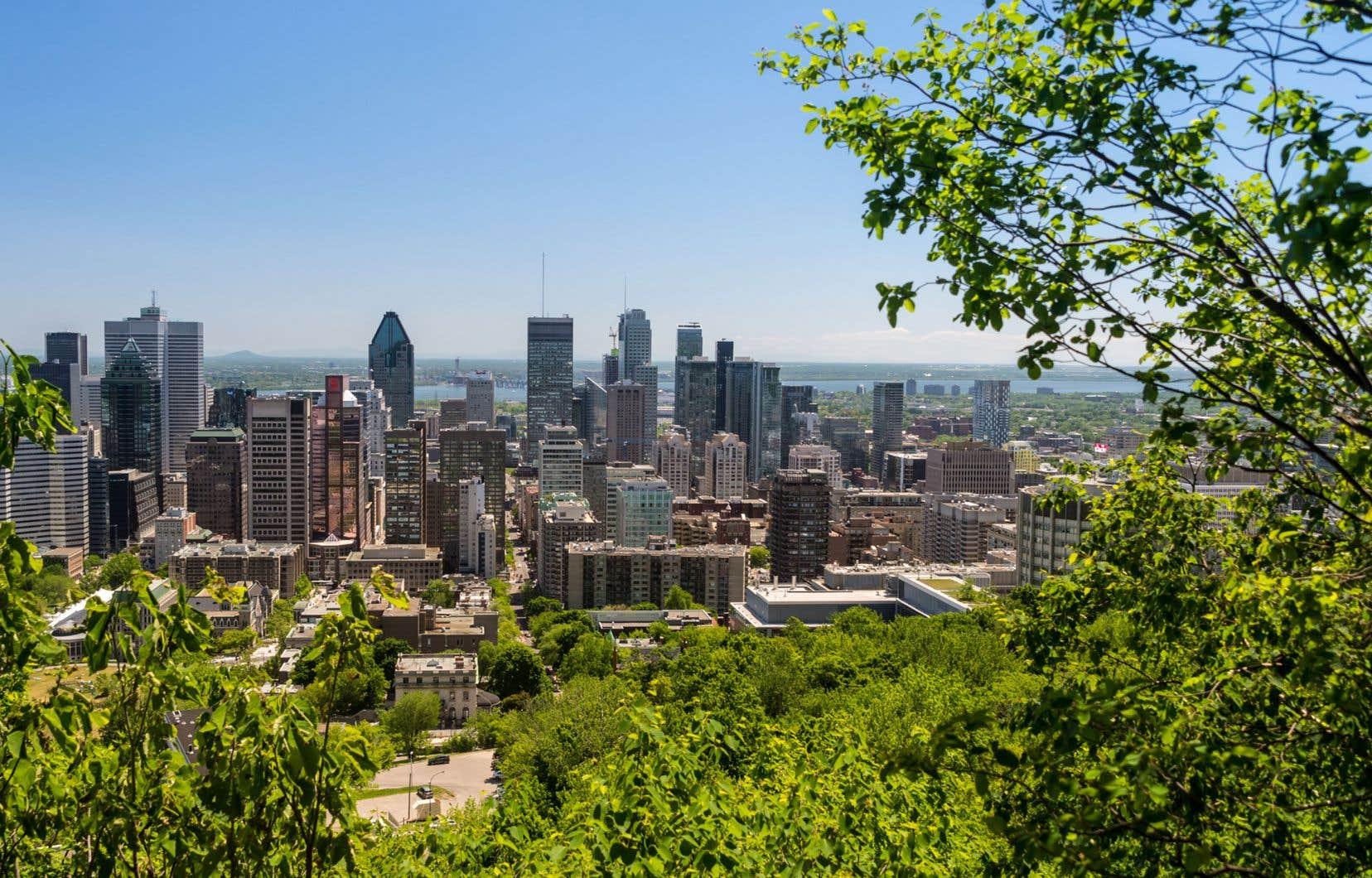 «Nous devons renouveler sans cesse cet engagement envers la montagne, qui non seulement confère à notre métropole un caractère distinctif et un rayonnement international, mais qui agit au quotidien sur la qualité de vie des Montréalaises et des Montréalais», estiment les signataires.