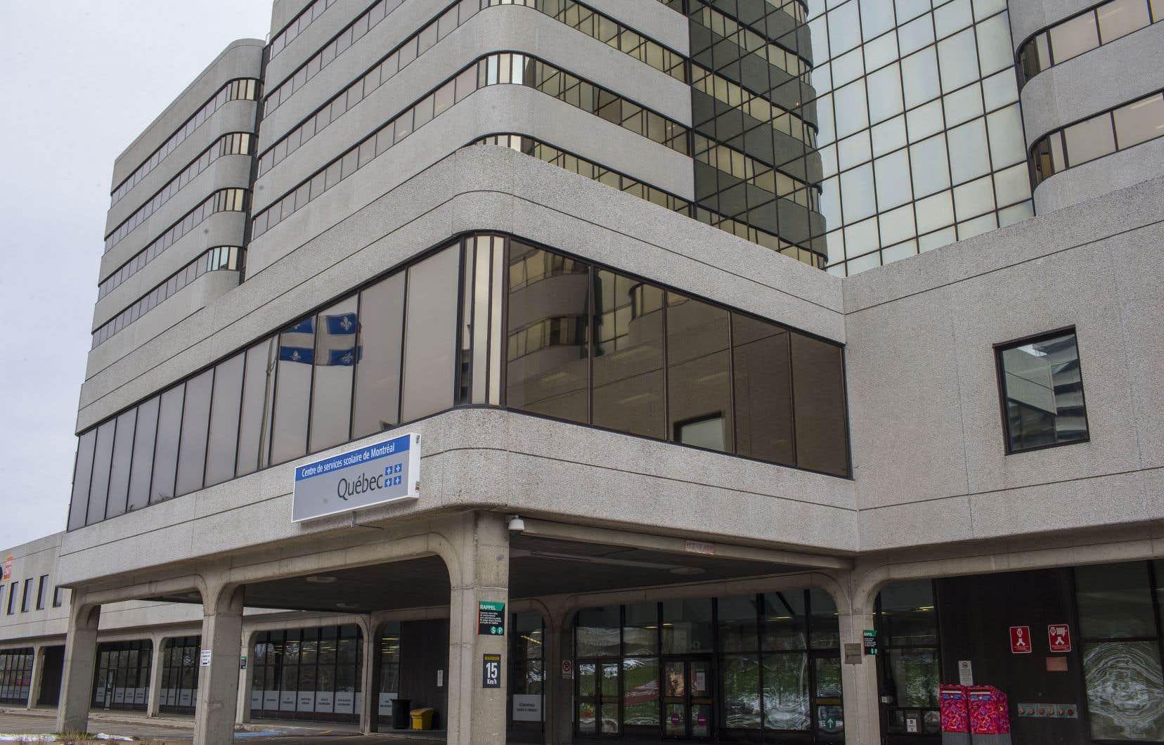 Récemment, 7 des 15 membres du CA ont démissionné à cause d'une crise au sein du Centre de services scolaire de Montréal (un huitièmeest parti pour d'autres raisons).