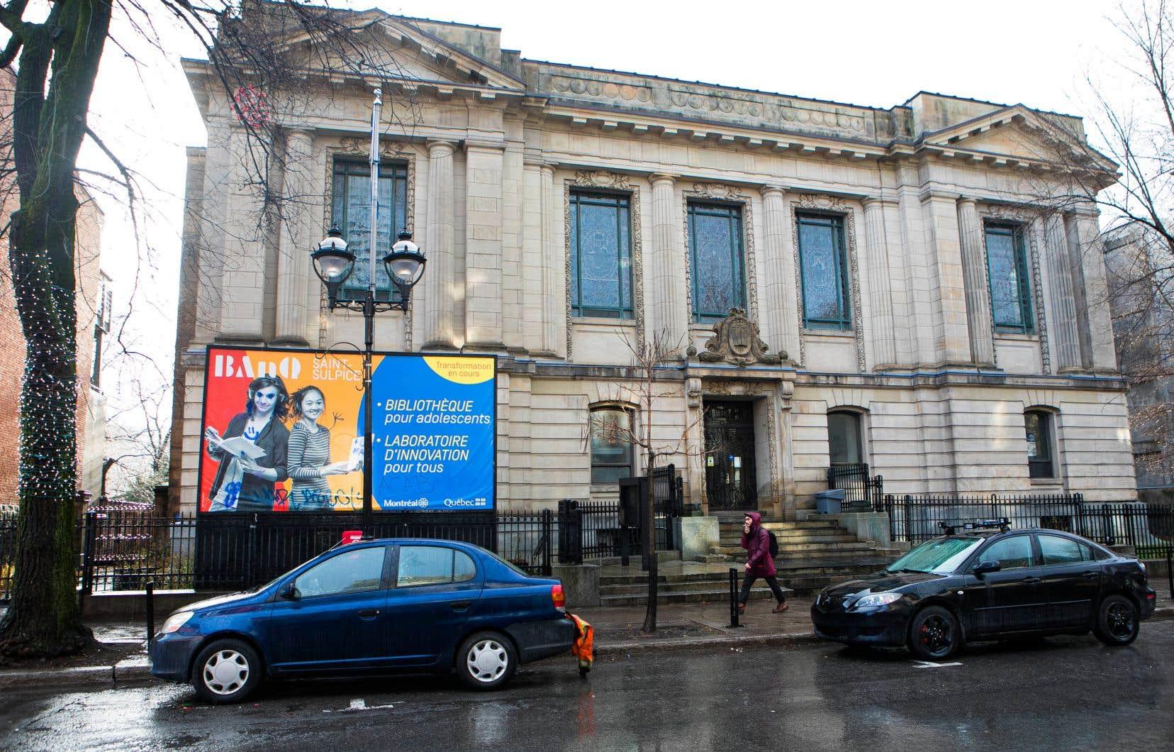 L'édifice de l'ancienne Bibliothèque Saint-Sulpice sur la rue St-Denis construit en 1914 par l'architecte Eugène Payette et classé bien patrimonial en 1988.