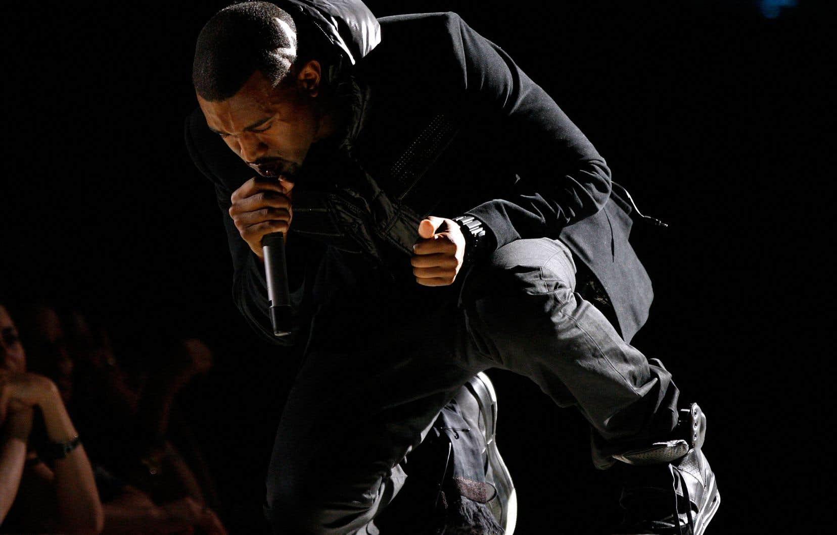 Ces «sneakers» montantes noires, modèle unique, représentent la toute première paire de Yeezy présentée publiquement aux pieds de Kanye West, lors de la cérémonie des Grammy Awards de 2008.