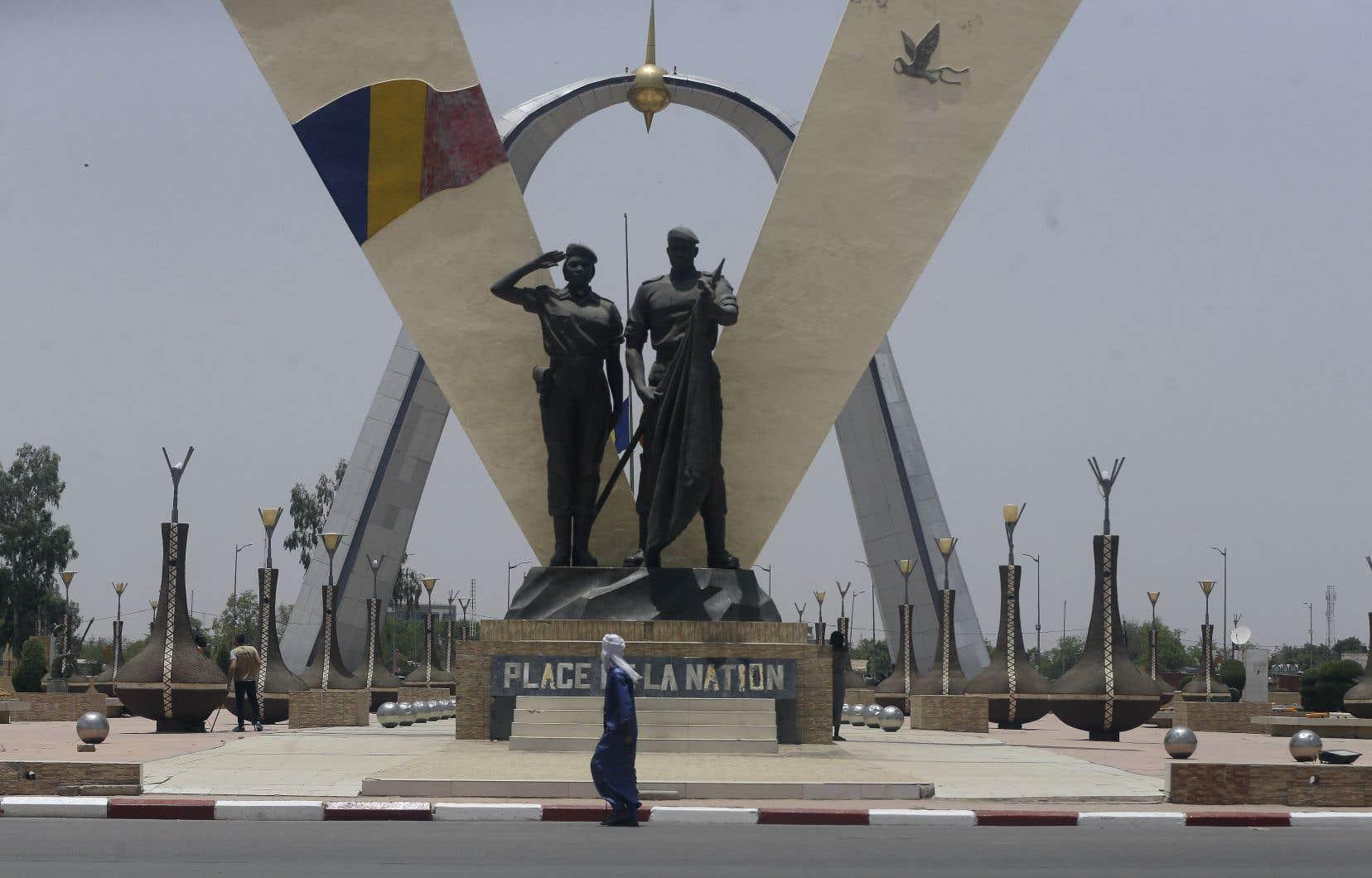 L'armée a annoncé le 20avril que le président Idriss Déby Itno avait été touché mortellement, alors qu'il visitait des troupes qui combattaient les rebelles au nord de la capitale. Les circonstances exactes de sa mort demeurent toutefois nébuleuses.