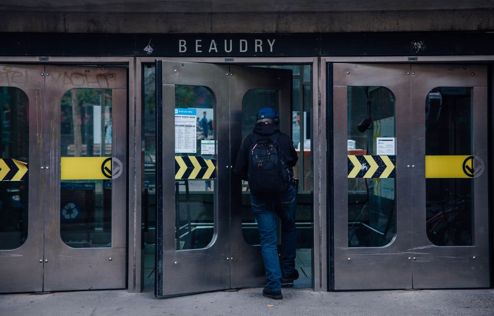 Les inspecteurs de la STM qui travaillent dans le métro obtiendront le statut de constables spéciaux en juillet prochain.