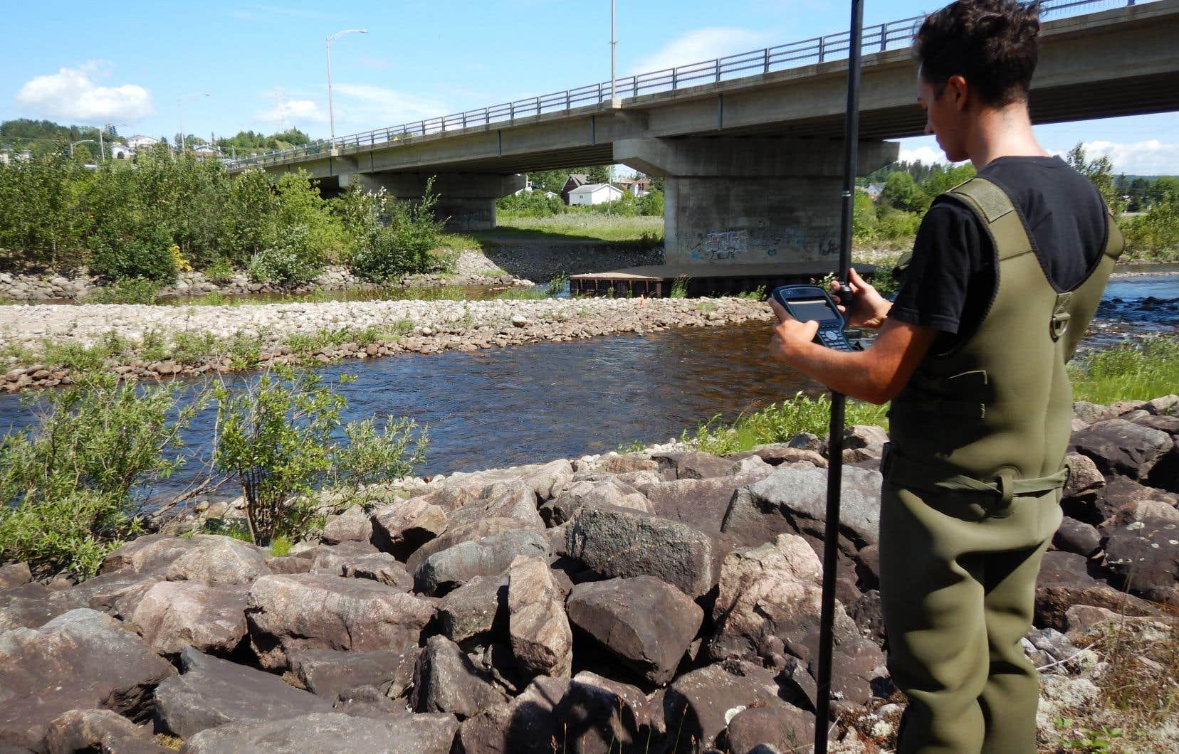 Après le déluge de 1996, plusieurs enrochements ont été faits pour stabiliser les cours d'eau au Saguenay, protégeant ainsi les routes et les résidences à proximité.