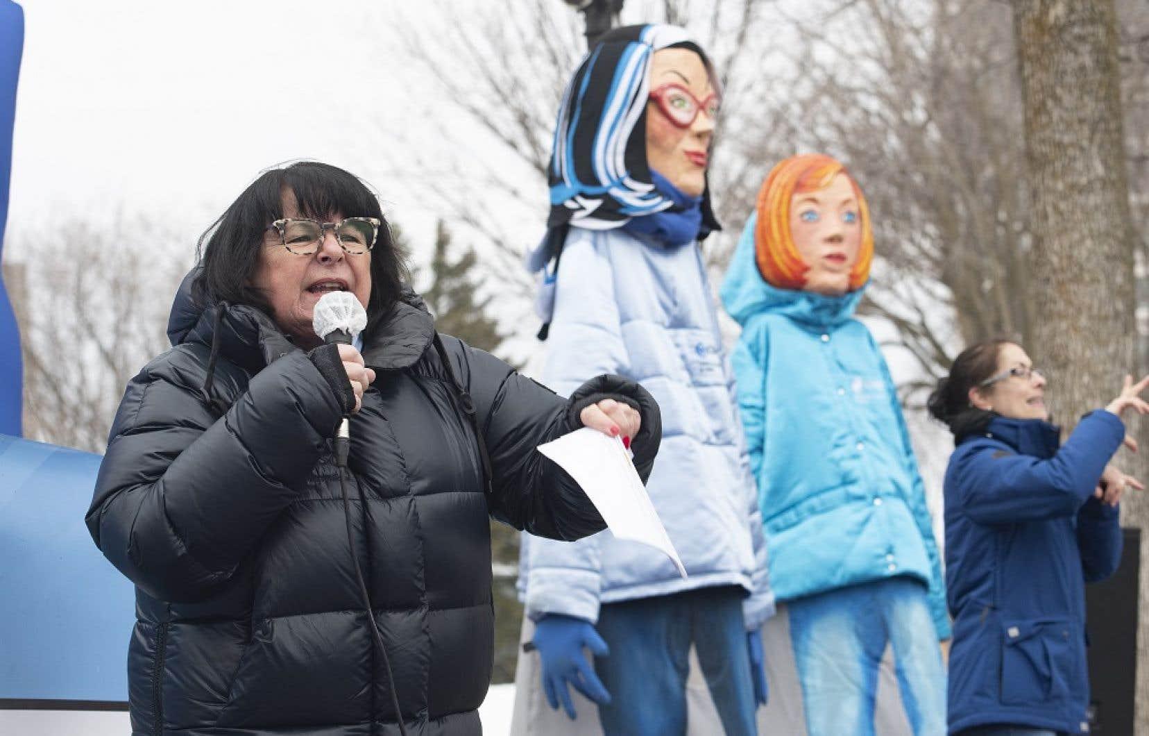 Le 18 mars dernier, la présidente Sonia Éthier et des membres de la CSQ ont manifesté devant l'Assemblée nationale du Québec.