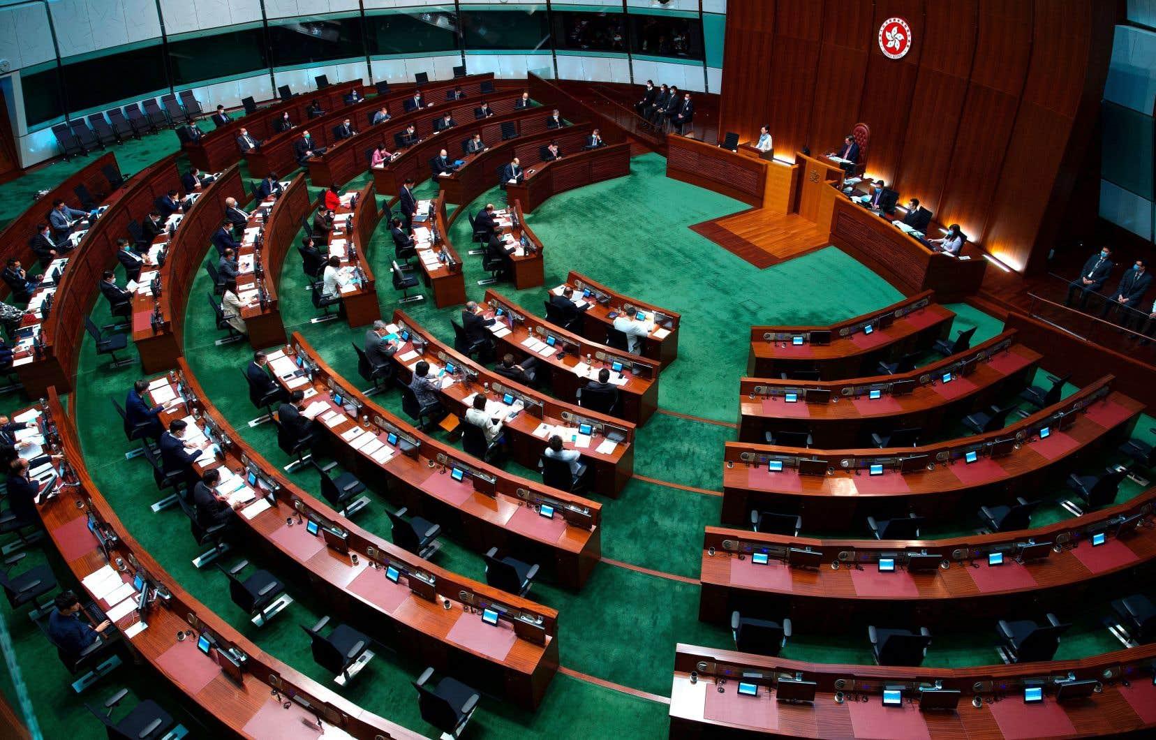 La nouvelle loi a été votée mercredi par le Parlement hongkongais, le LegCo, à 39 voix pour et 2 voix contre.
