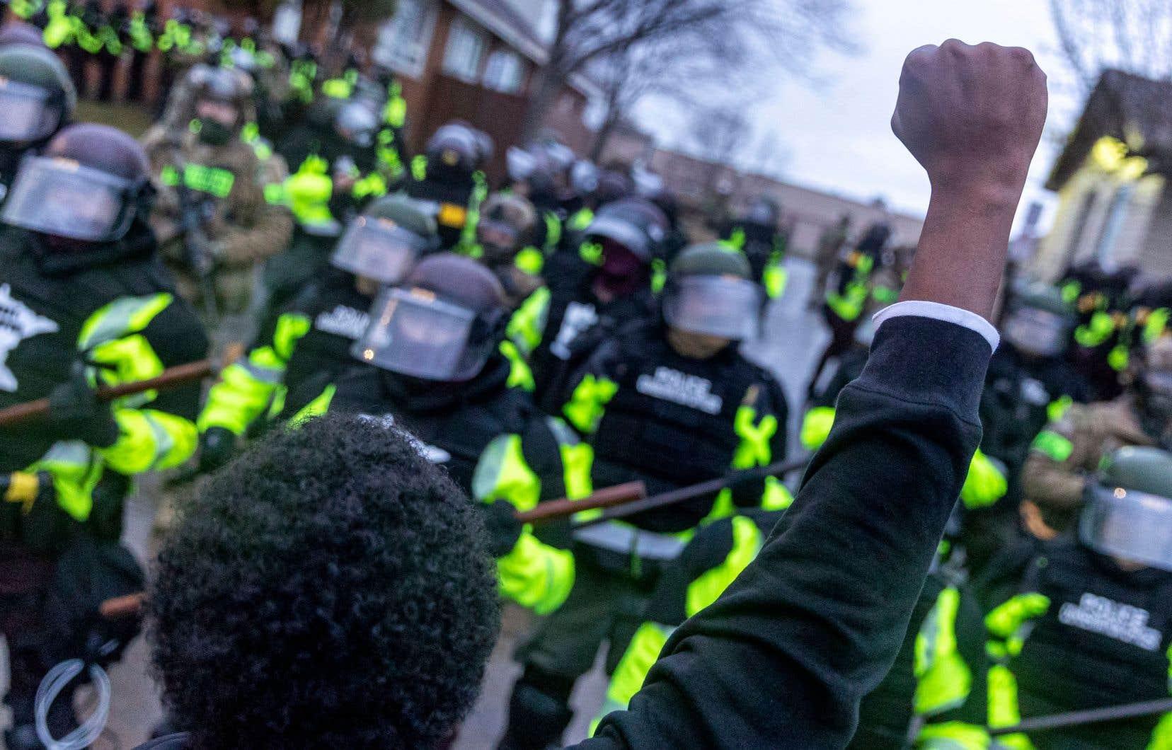 «Depuis des décennies, les faits sont accablants pour le corps policier américain, qui a érigé en système une brutalité ciblant la communauté afro-américaine», résume en entrevue au «Devoir» Horace Campbell.