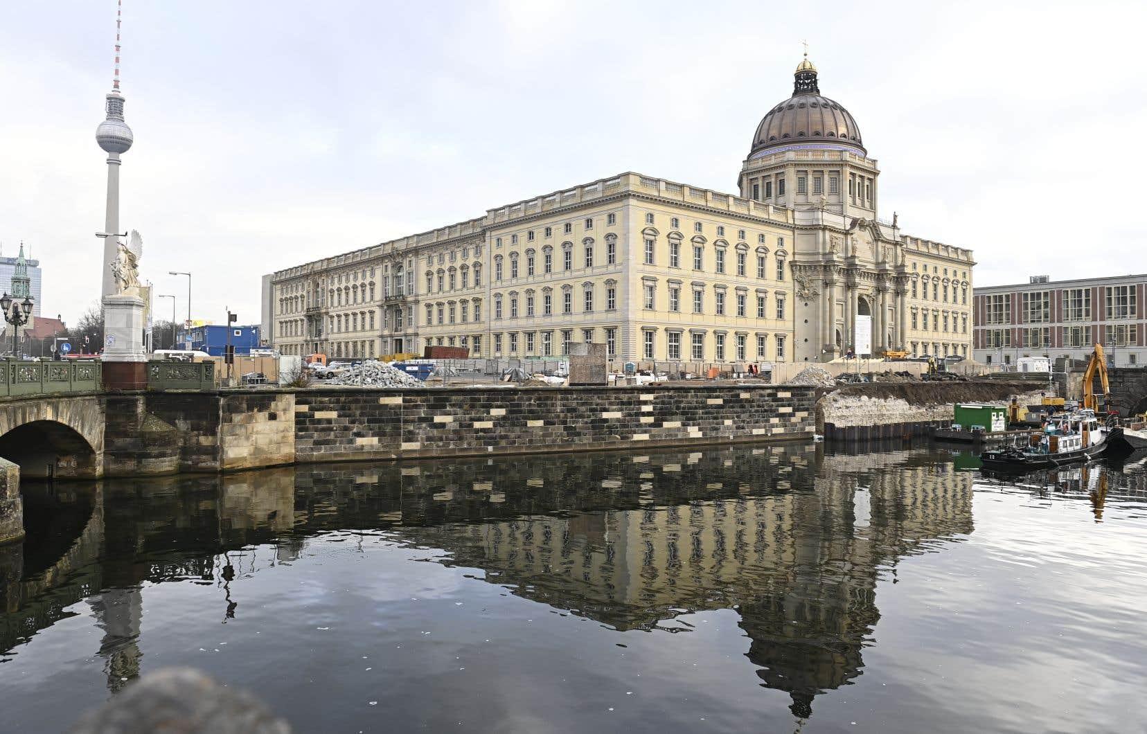 Le musée ethnographique du Forum Humboldt de Berlin (sur la photo), qui devrait accueillir cette année ses premiers visiteurs après une rénovation complète, possède environ 530 objets historiques dont plus de 400 bronzes issus de l'ancien Royaume du Bénin.