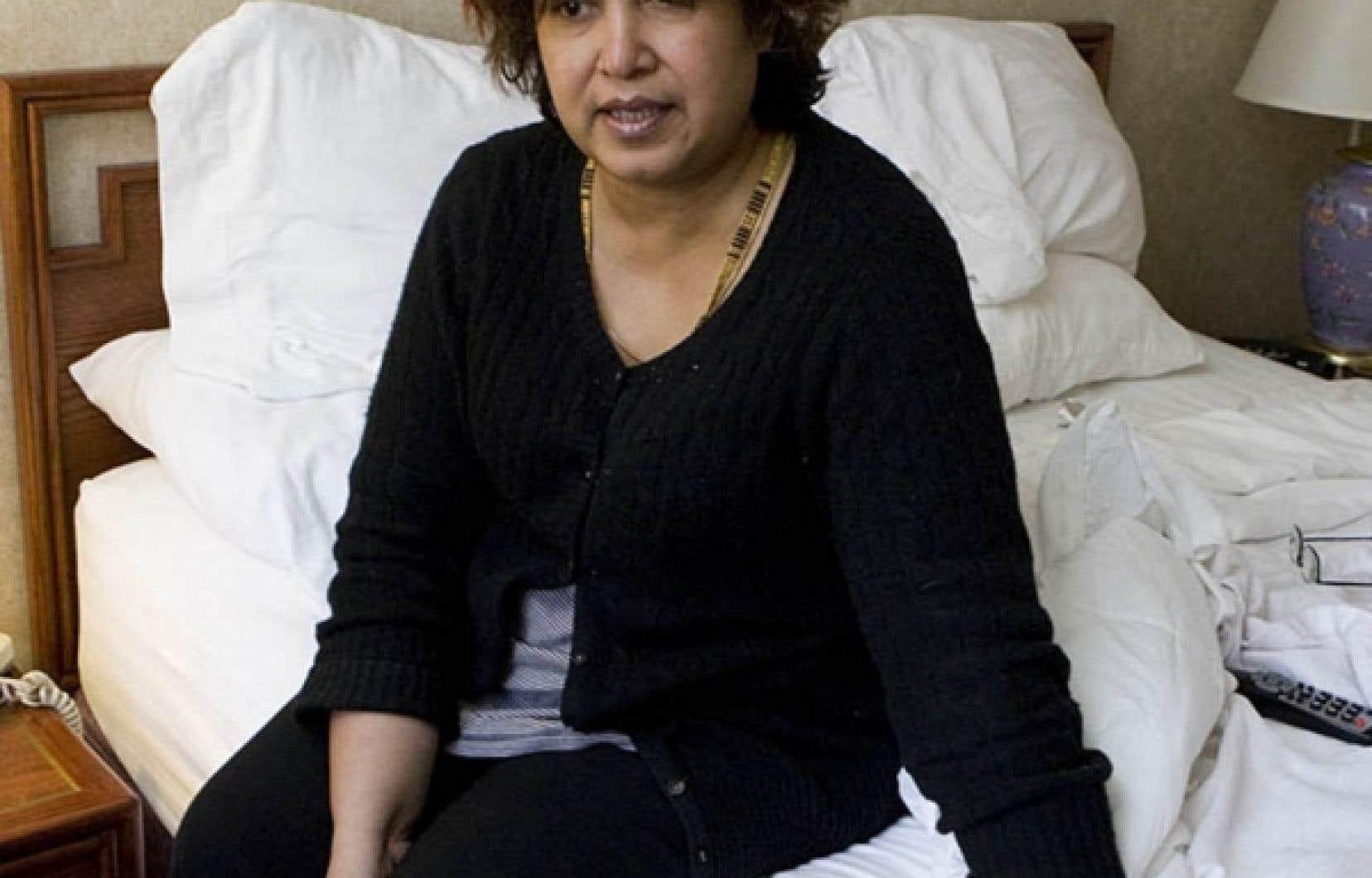 Taslima Nasreen dans sa chambre d'hôtel à Montréal. L'écrivaine est venue donner des conférences à l'occasion du festival littéraire Métropolis bleu.<br />