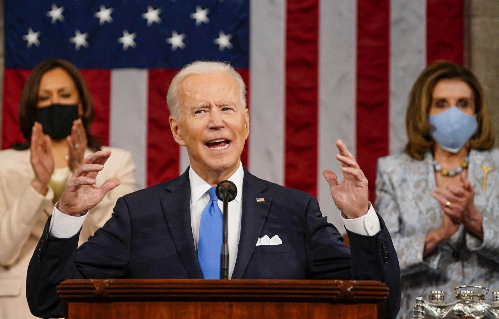 «Joe Biden n'a pas formé un gouvernement d'union nationale. Il n'a proposé aucun poste à des personnalités politiques hors du Parti démocrate. Il n'a sollicité aucun des républicains modérés susceptibles de contribuer à l'unité nationale», écrit l'autrice.