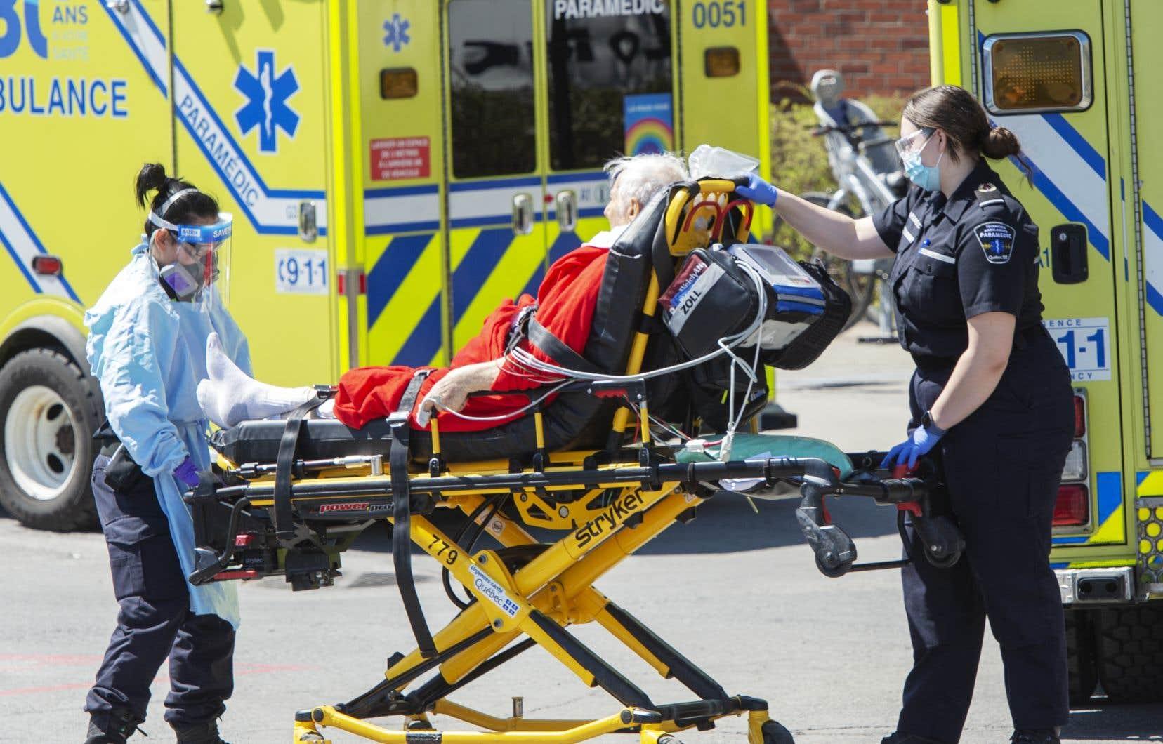 «Des centres de traitement régionaux COVID permettraient de gérer les ressources humaines médicales de manière plus efficace que dans les 39 départements COVID existants répartis à travers le Québec», croit l'auteur.