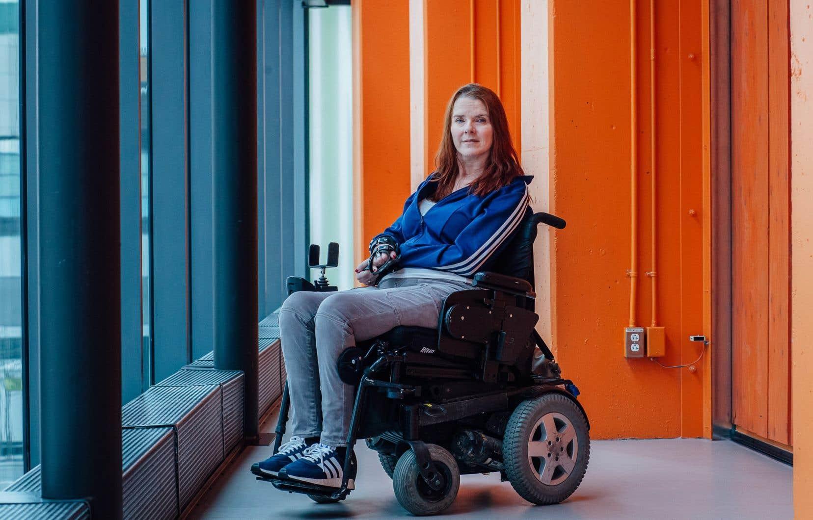 France Geoffroy n'a jamais arrêté de danser malgré un accident de plongeon qui l'a placé en fauteuil roulant lorsqu'elle avait 17 ans.