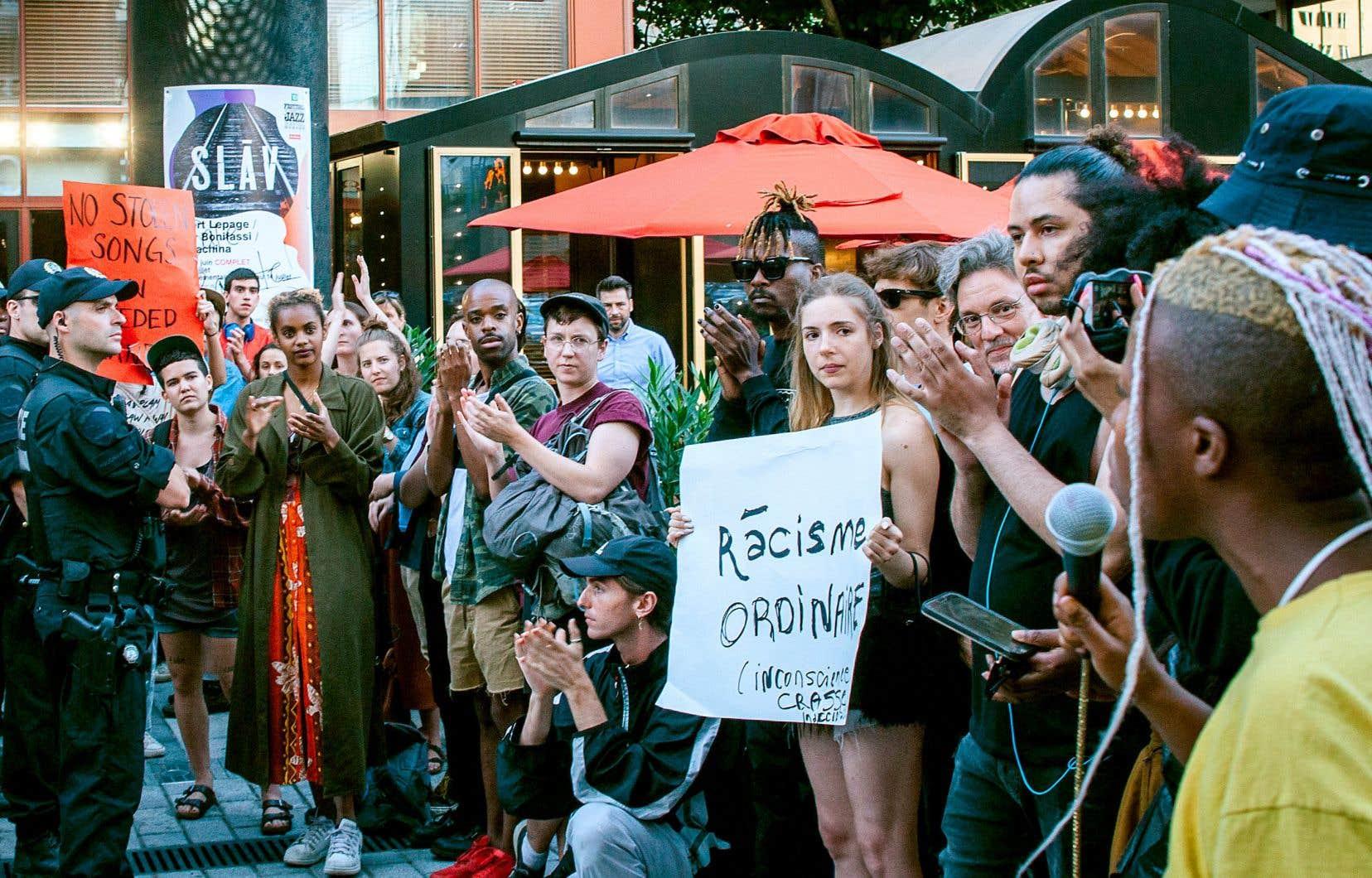 L'affaire «SLĀV», lancée autour de la sous-représentation des Noirs dans le spectacle, a fait considérer la censure, la liberté d'expression, l'appropriation culturelle et plus encore.