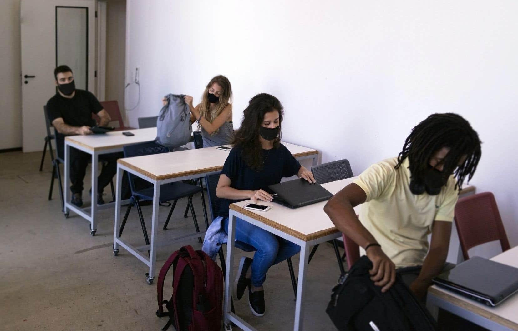Les cégépiens doivent réussir cet examen (en français ou en anglais, selon leur langue d'enseignement) pour obtenir leur diplôme d'études collégiales. L'épreuve consiste à rédiger une dissertation critique de 900 mots à partir de textes littéraires dans un délai de 4h30, indique le site Web du MES.