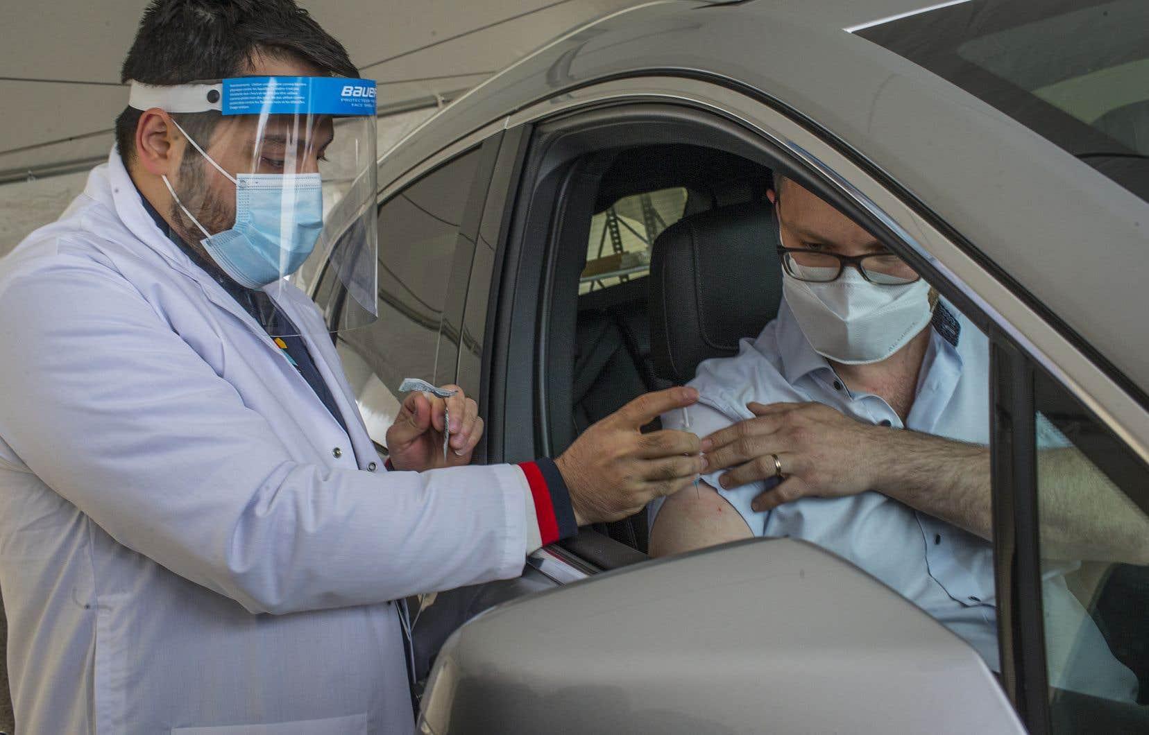 La capacité de vaccination devrait atteindre 4000 personnes par jour lorsque les équipes seront bien rodées.