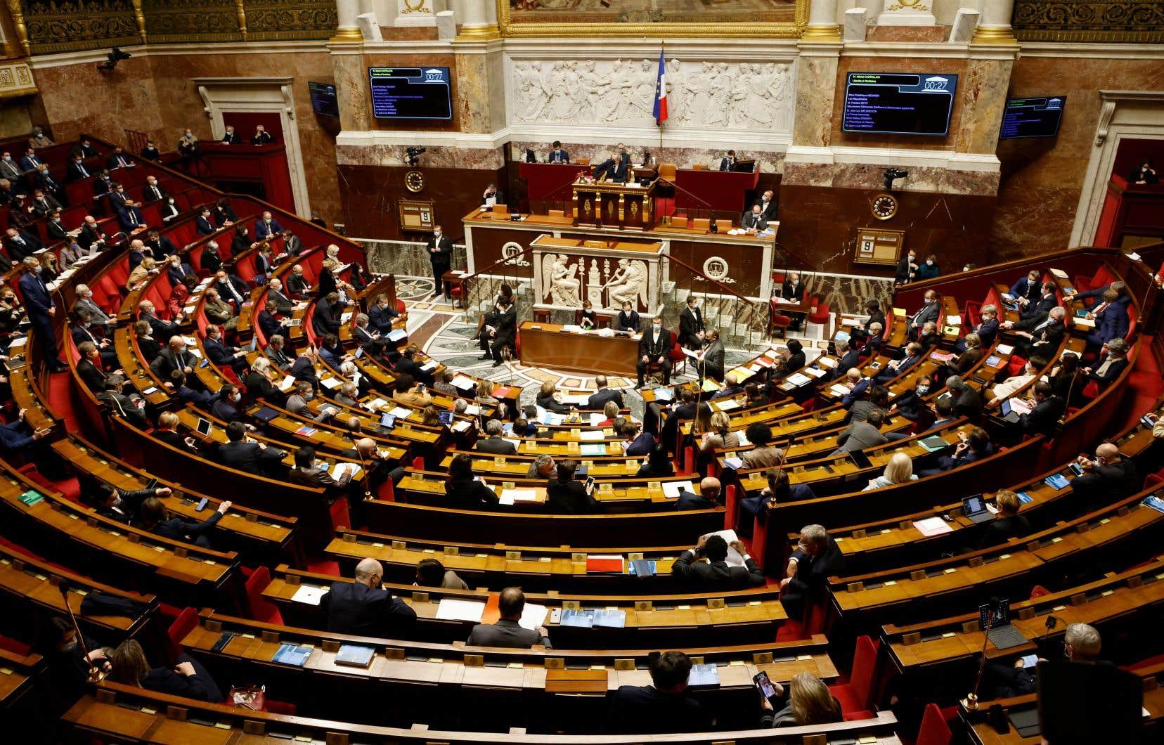 Le texte a fait l'objet de plus de 110heures de discussions à la Chambre basse du parlement français durant trois semaines jusqu'à mi-avril. Adopté par 332 voix contre 77, et 145 abstentions, il sera soumis au Sénat courant juin.