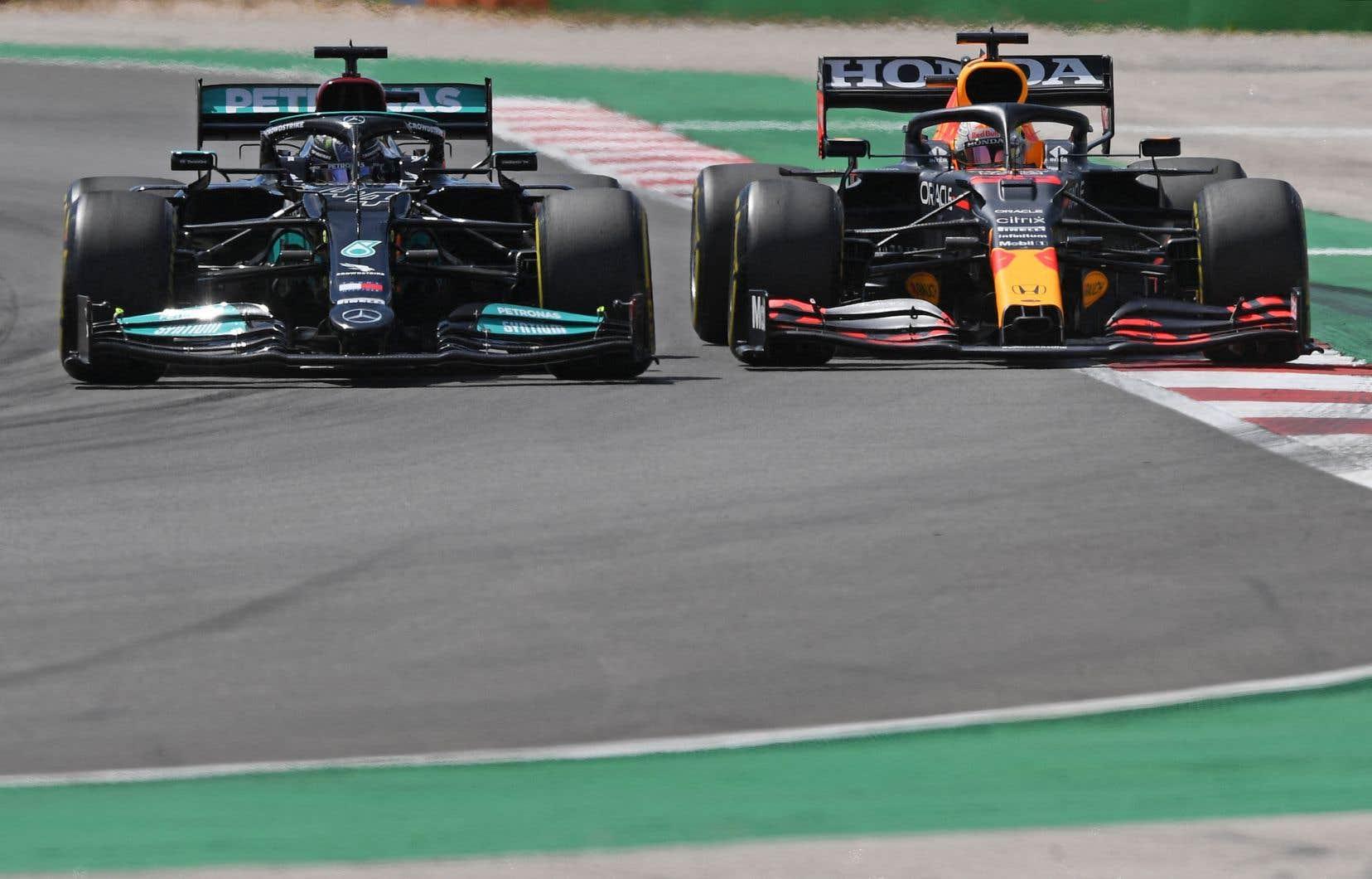 Hamilton, le quadruple champion en titre qui pilote pour Mercedes, mène devant Verstappen après avoir gagné la première course de la saison au Bahreïn et celle de la semaine dernière au Portugal.
