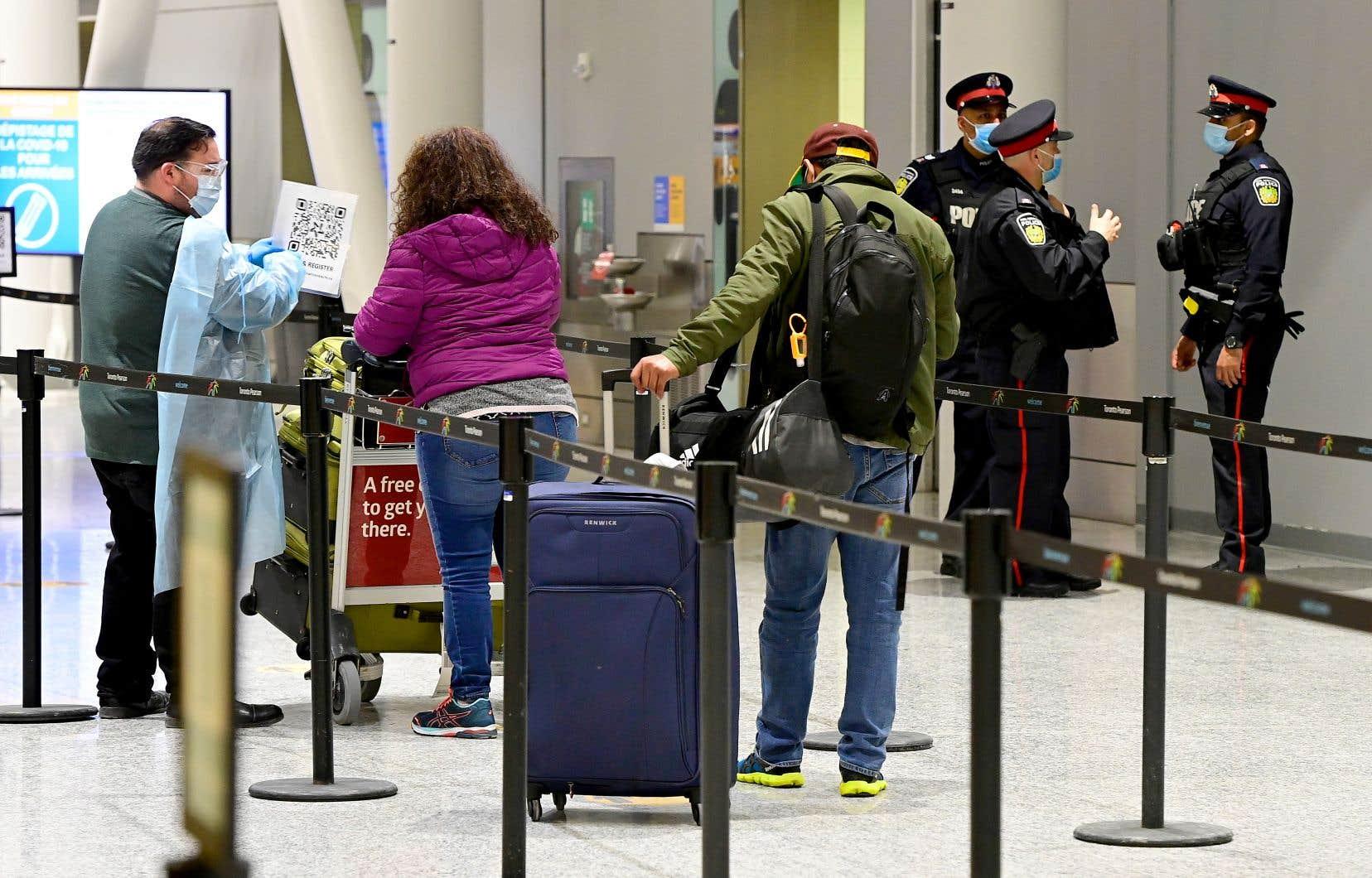 Les Canadiens ont traversé la frontière pas moins de 15,7 millions de fois pour séjourner aux États-Unis en 2018 — de loin la destination la plus populaire des touristes canadiens —, tandis que les Américains ont fait le trajet inverse à 14,4 millions de reprises.