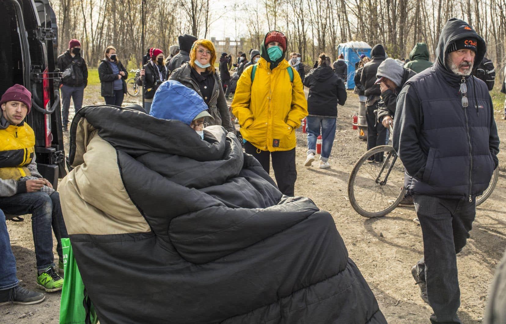 La police  procédait lundi  à l'expulsion  des campeurs au boisé  Steinberg,  dans Hochelaga-Maisonneuve,  à Montréal.