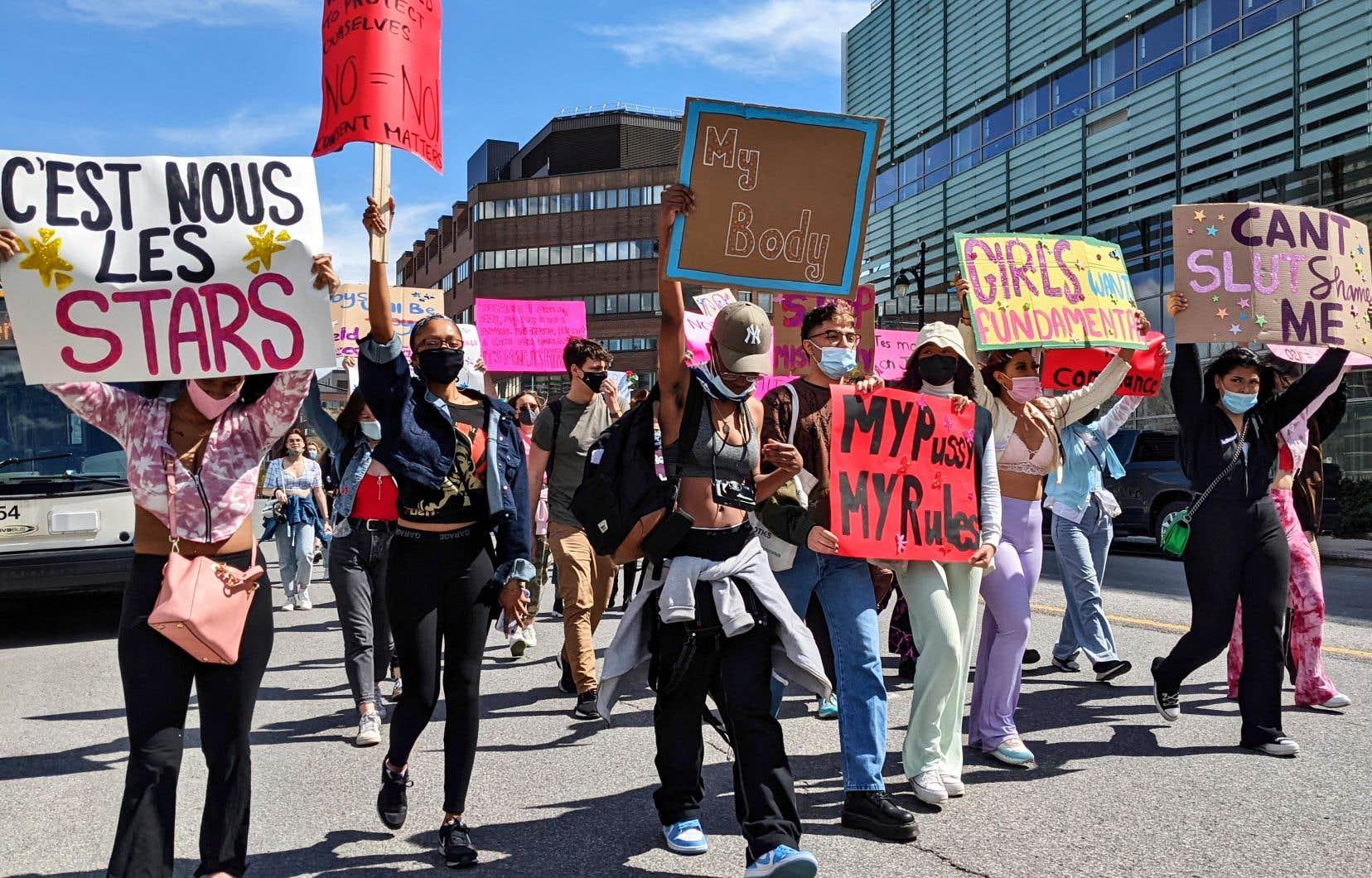 Une cinquantaine de personnes ont manifesté dimanche dernier au centre-ville afin de dénoncer cette situation.