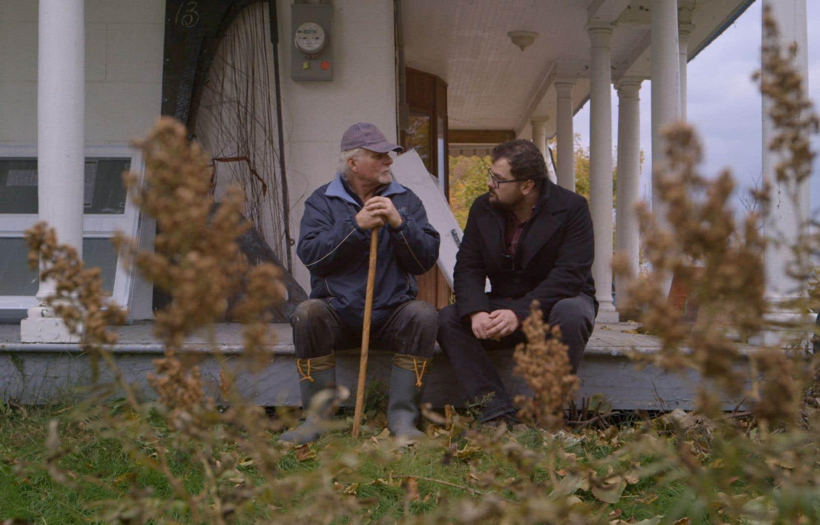 Les Rose raconte l'histoire de Paul Rose, l'un des membres du FLQ au cœur de la crise d'octobre 1970 et de l'enlèvement du ministre Pierre Laporte, à travers les yeux de son fils Félix.