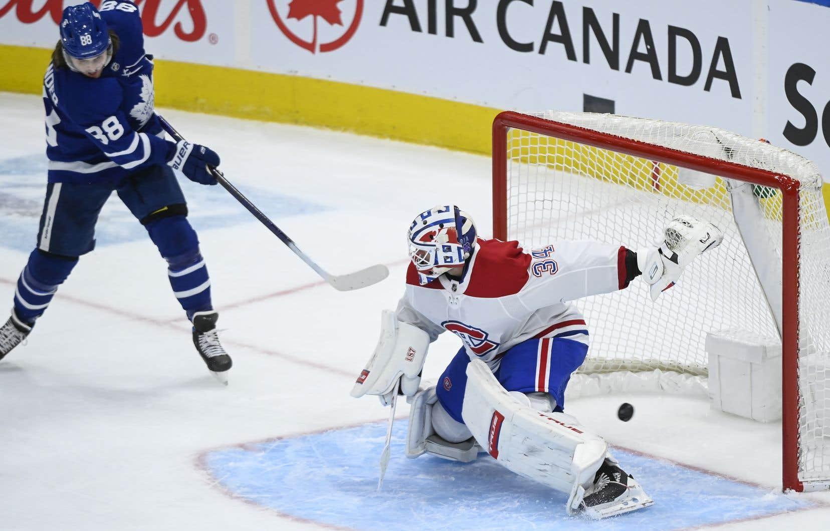 Les Maple Leafs ont créé l'égalité à 13:36 quand Nylander a complété un beau jeu amorcé par Muzzin et John Tavares.