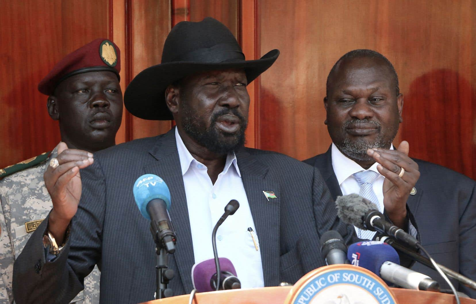 Le président Salva Kiir (au centre) a dissous le Parlement du Soudan du Sud, ouvrant la voie à l'installation d'un nouveau Parlement.