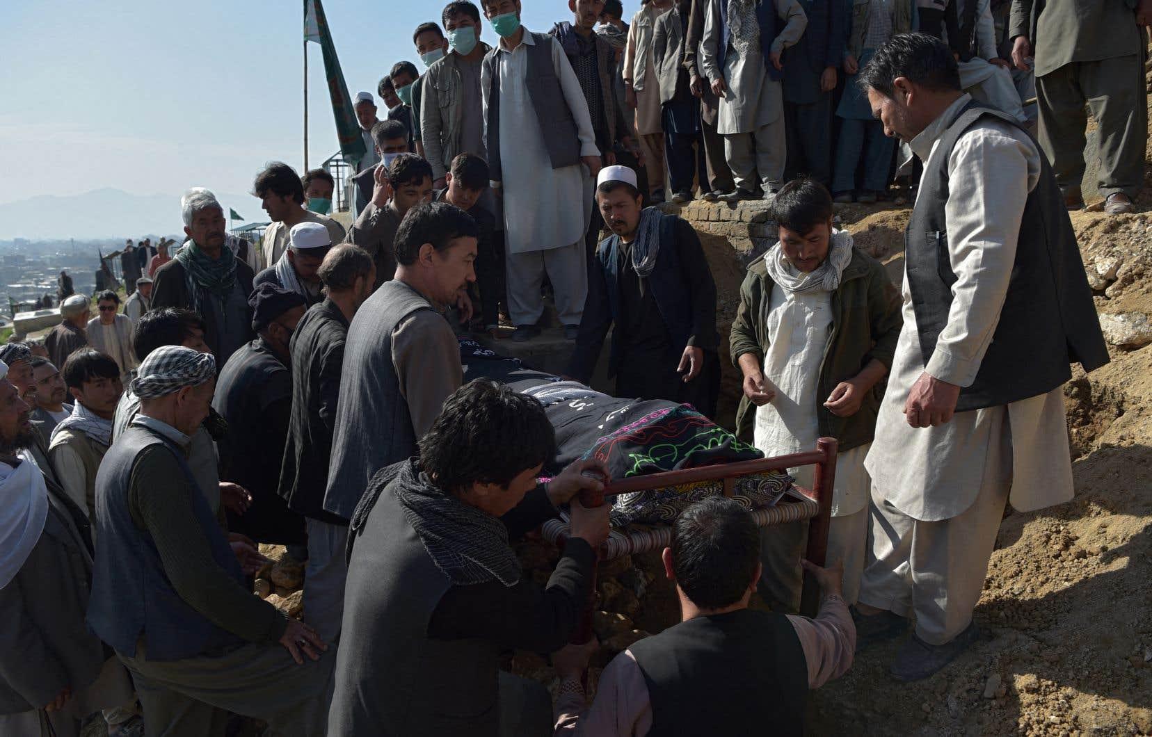 Le gouvernement a accusé les talibans d'avoir été à l'origine de ce massacre, mais ces derniers ont rejeté toute responsabilité. Ils ont diffusé un communiqué dans lequel ils appellent à «protéger les établissements scolaires».