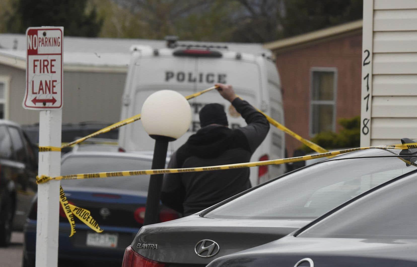 Les premiers éléments de l'enquête ont révélé que les tirs ont éclaté dans l'une des maisons mobiles, où des familles étaient réunies pour fêter un anniversaire.