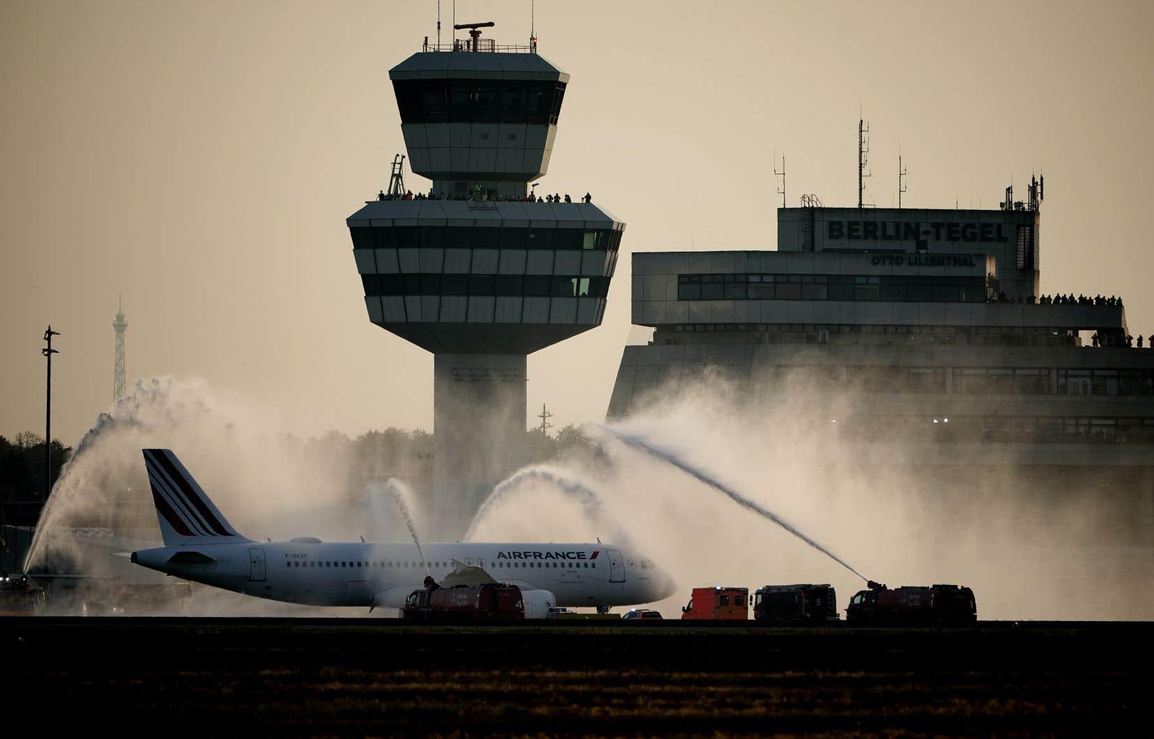 Une partie  de la flotte  d'Air France  sera renouvelée, les avions modernes  permettant  de réduire  les émissions polluantes de 20 à 25%.