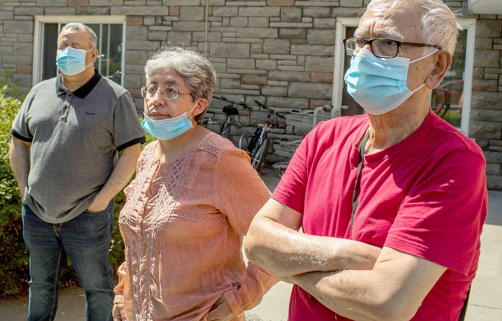 Younis Cherni, Gladys Osorio et son mari, Lucas Cachay, contestent l'avis d'évacuation pour rénovations que leur a transmis l'entreprise propriétaire de l'immeuble qu'ils habitent, dénonçant une tentative de «rénoviction».