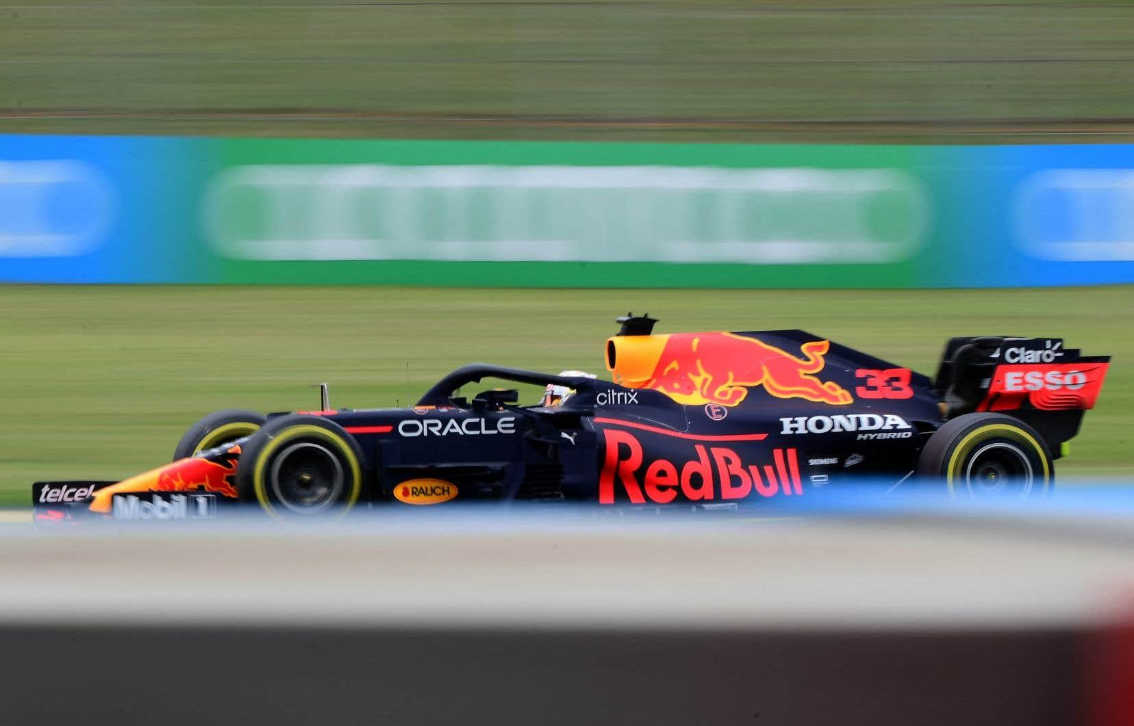À Barcelone, Verstappen est passé en tête dès le premier virage après avoir pris le départ de la deuxième place sur la grille, mais il n'a pas disposé d'assez de vitesse pour tenir le coup. Hamilton a profité de la stratégie de deux arrêts de Mercedes pour réaliser un dépassement et reprendre la tête vers la fin de la course.