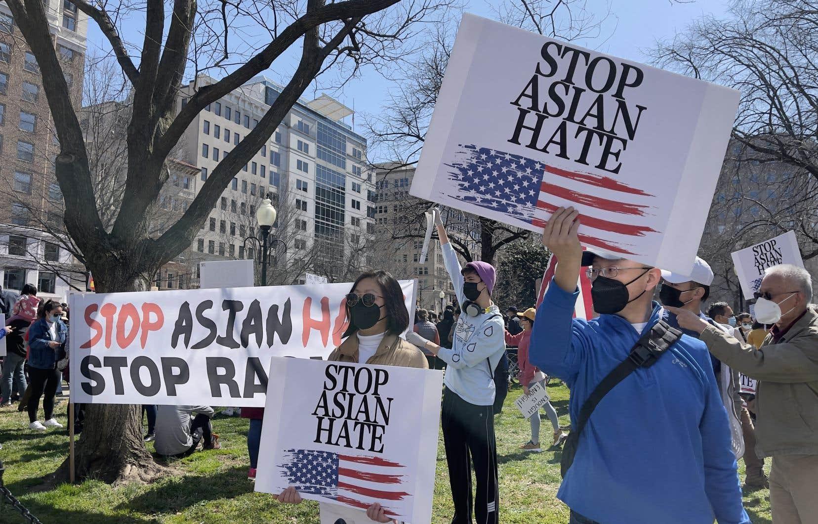 Des membres et sympathisants de la communauté américano-asiatique ont participé à un rassemblement au McPherson Square à Washington, le 21 mars dernier, pour dénoncer la haine et le racisme envers cette communauté.