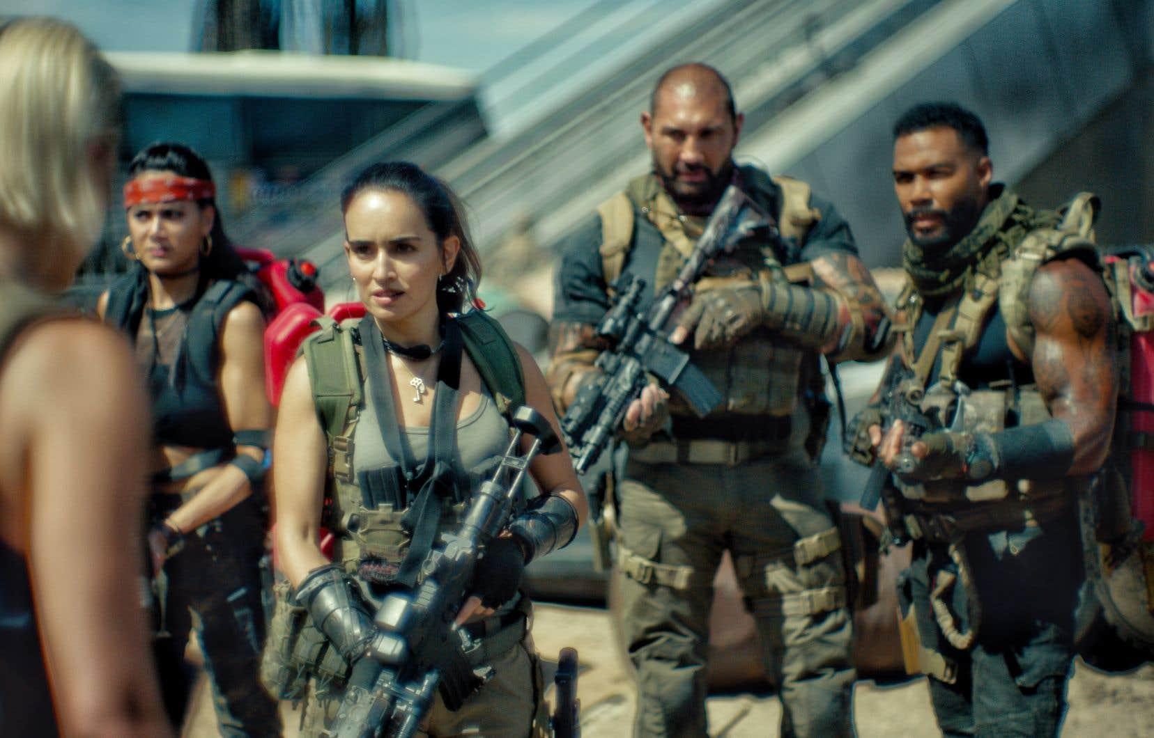 Un ancien soldat (Dave Bautista) et une bande de mercenaires dépareillés s'aventurent dans uneLas Vegas infectéeafin d'aller récupérer un magot qui dort dans un coffre-fort.