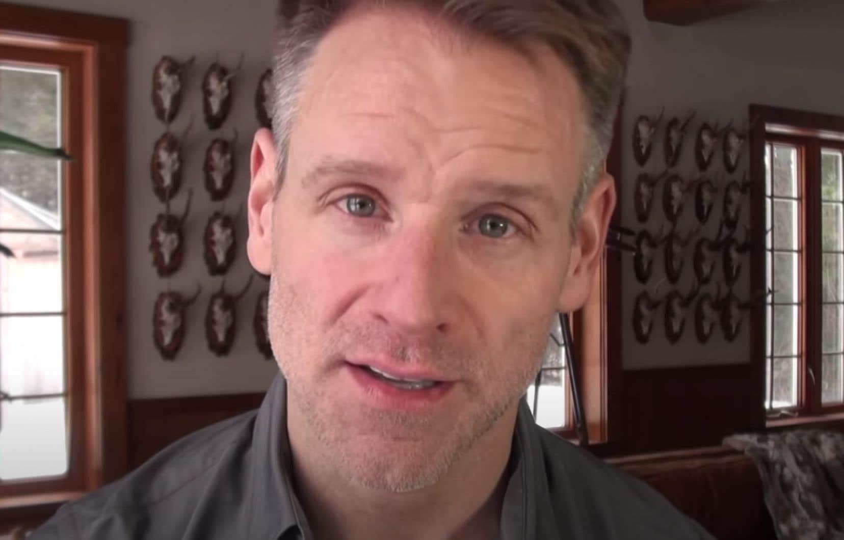 Dans les derniers mois, Bernard Lachance avait attiré l'attention en relayant sur sa chaîne Youtube des propos niant l'existence du sida, maladie dont il était atteint.