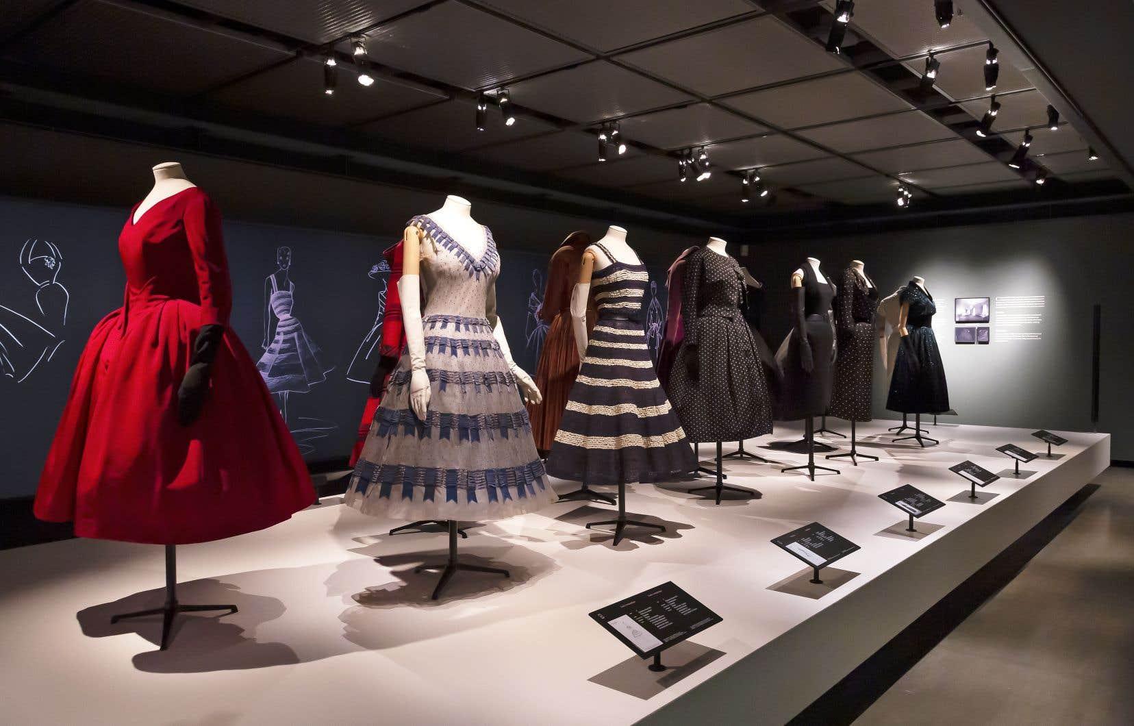 L'exposition Christian Dior a tout pour faire rêver alors que nous sommes tous fatigués d'être confinés chez nous en vêtements mous depuis plus d'un an!