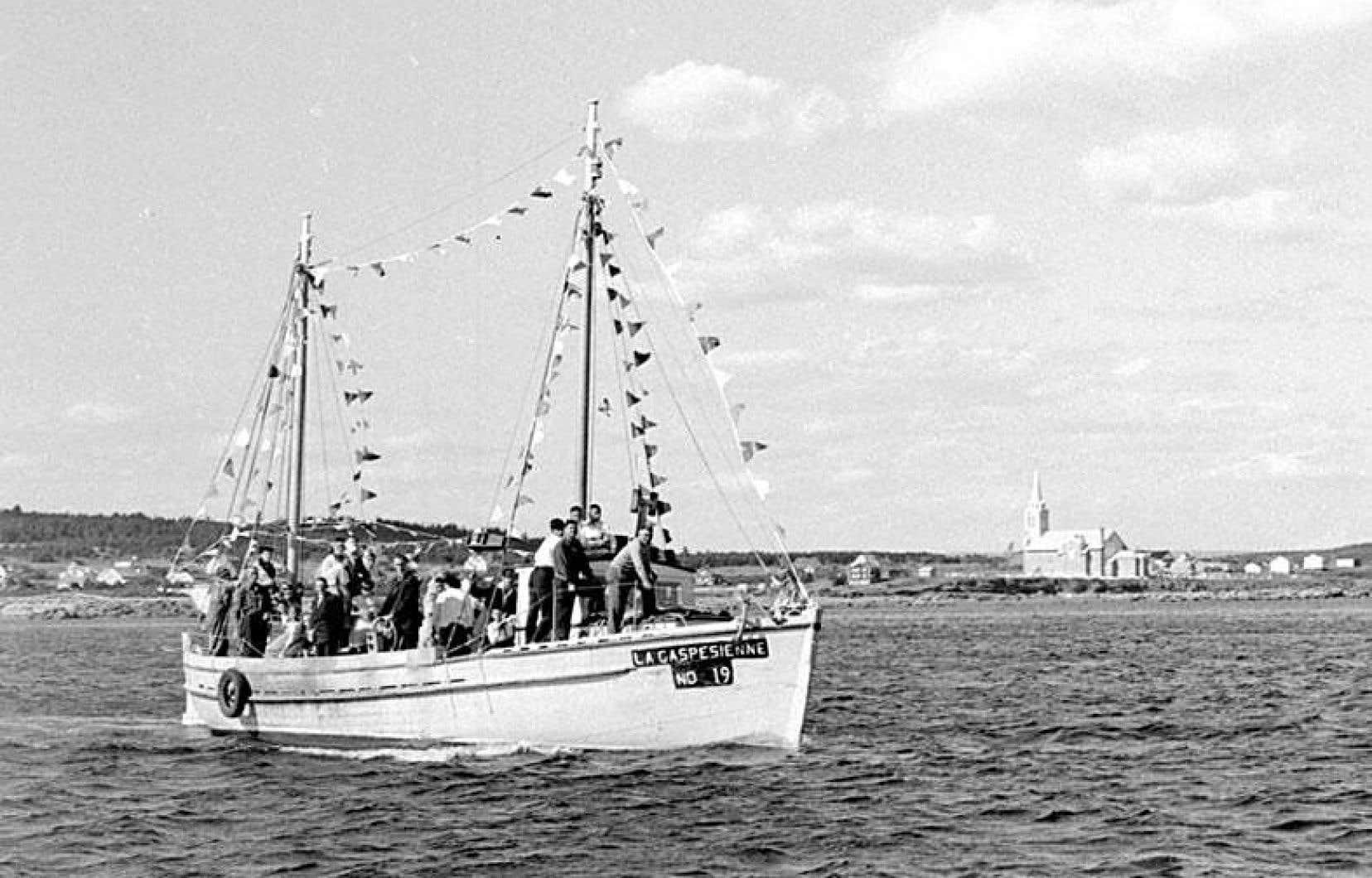 À partir du 17 juin, le Musée de la Gaspésie propose une plongée immersive au cœur de la région. Sur la photo, la Gaspésienne no.19, au large de Newport, en 1960.