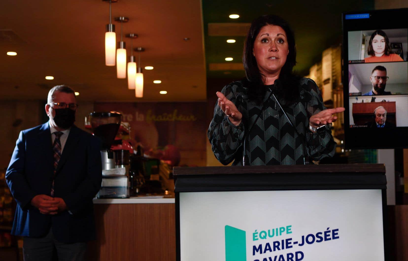 Le maire sortant de Québec a fait l'éloge de la patience de Marie-Josée Savard, qui prendra les rênes de son parti.