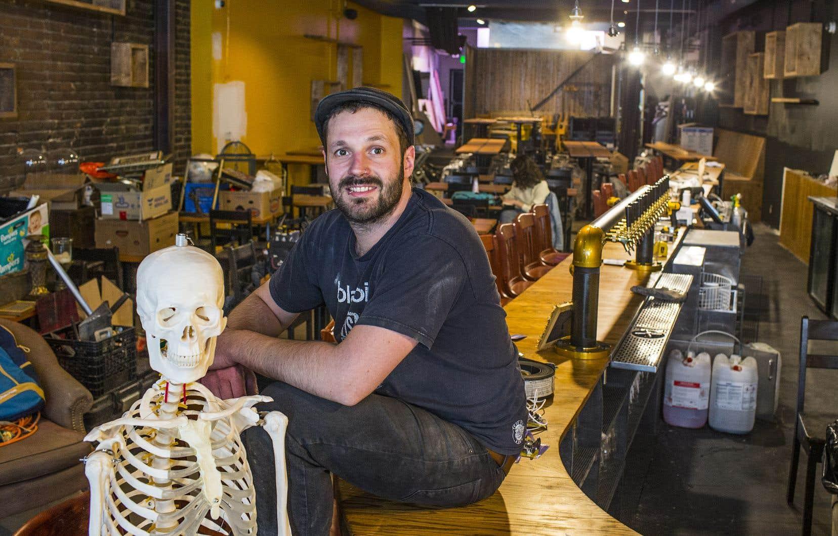 Renaud Marchal, copropriétaire du resto-bar Chez Ernest, croise les doigts pour que la Santé publique autorise bientôt l'ouverture des restaurants.