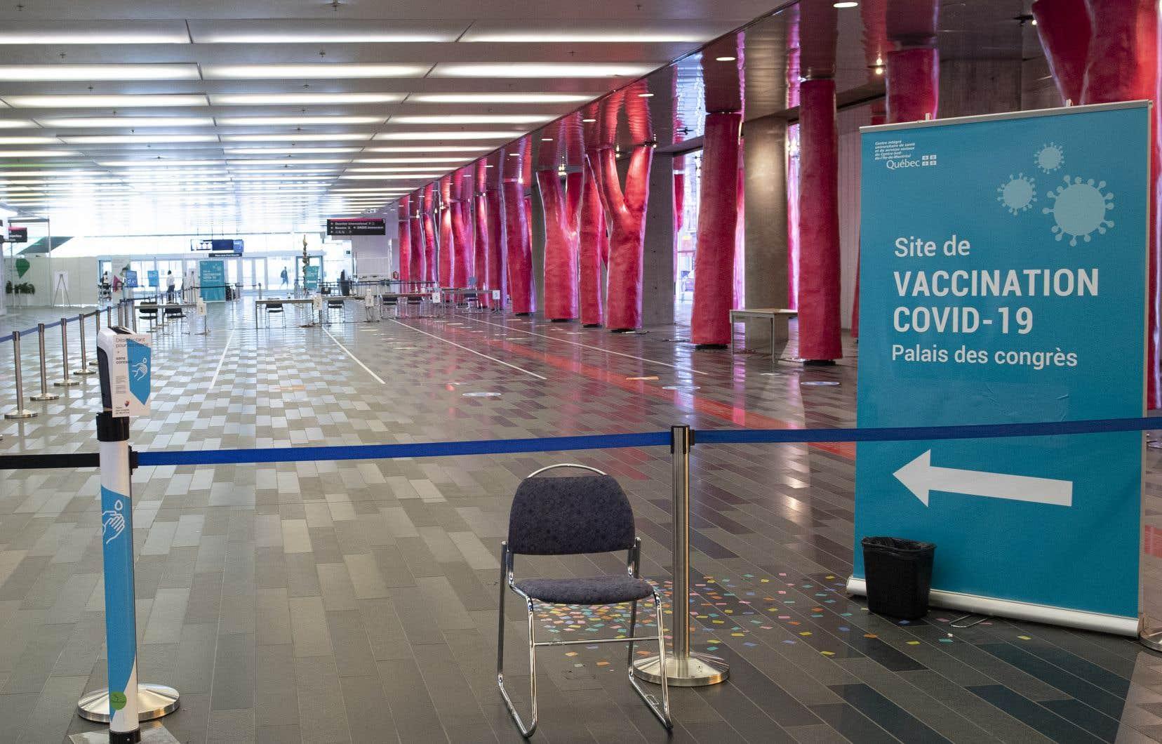 Chaque jour, quelques centaines de places sans rendez-vous seront disponibles au Palais des congrès pour recevoir une première dose de vaccin.