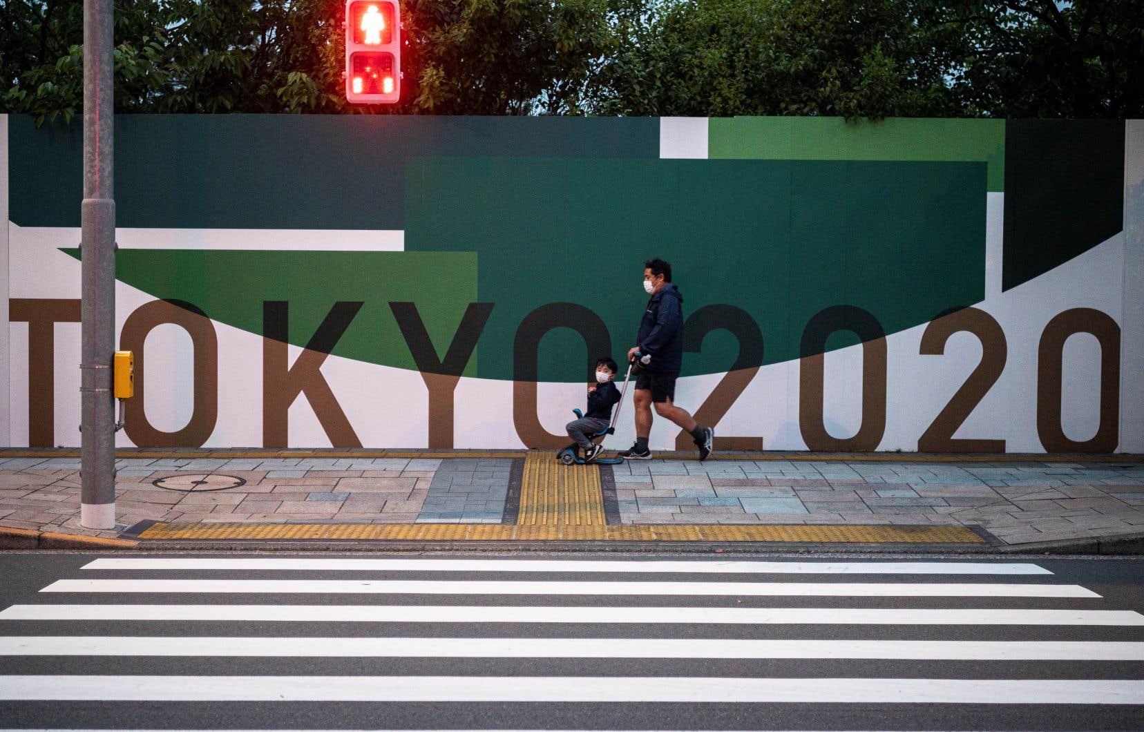 Le Japon a été relativement épargné par la pandémie, avec un peu plus de 11000 morts officiellement recensés depuis début 2020, mais les experts médicaux préviennent que le système hospitalier est sous forte pression.