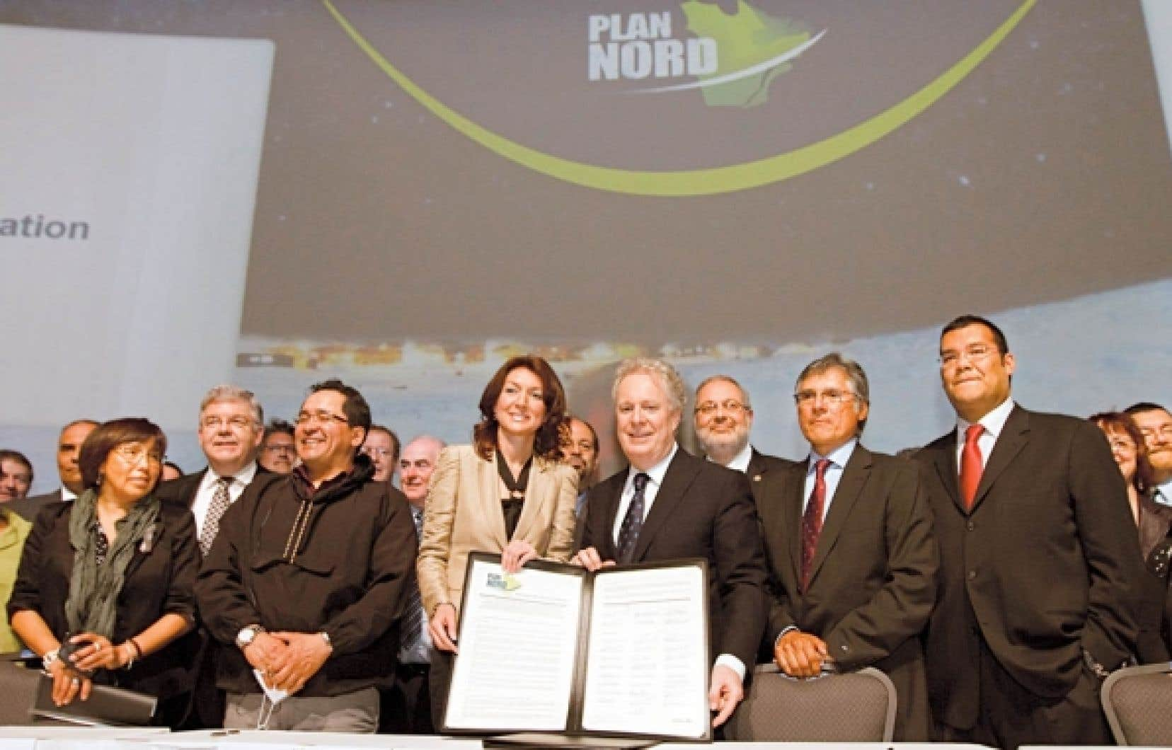 Le premier ministre Jean Charest a donné un vernis solennel au lancement du très attendu Plan Nord, hier, en préparant une «Déclaration des partenaires», un document relatant les principes et valeurs défendus par Québec, signé par 26 partenaires associés aux milieux nordiques.<br />