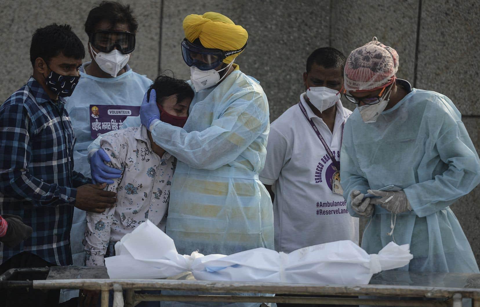 Les États-Unis et le Canada ont approuvé la vaccination pour les enfants de 12 à 15ans, et ceux-ci le seront sous peu.
