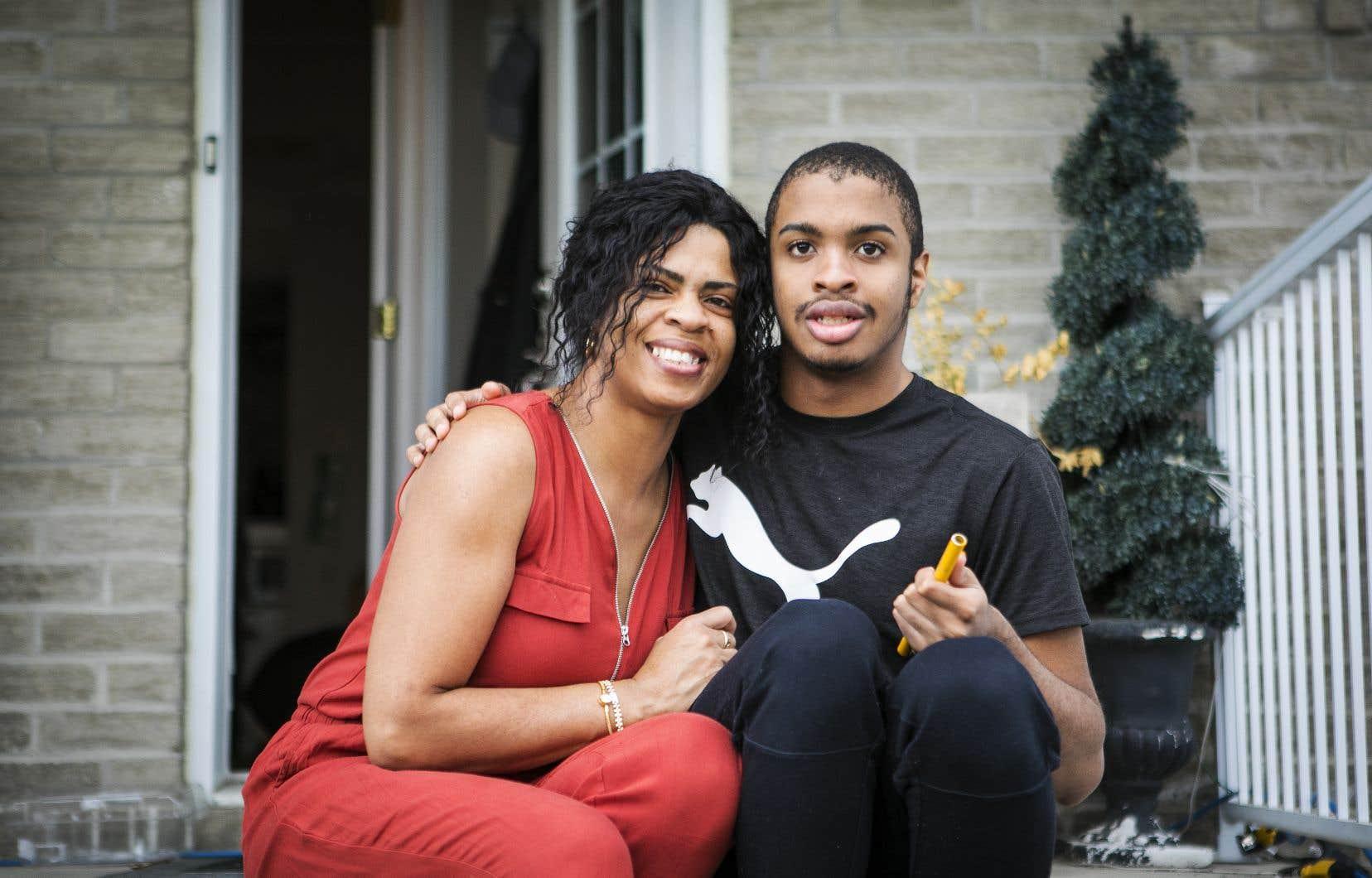 Marie Ismé a l'impression  que le système scolaire cherche à la décourager d'envoyer à l'école son fils Brandon, 17ans, qui a un trouble du spectre  de l'autisme.