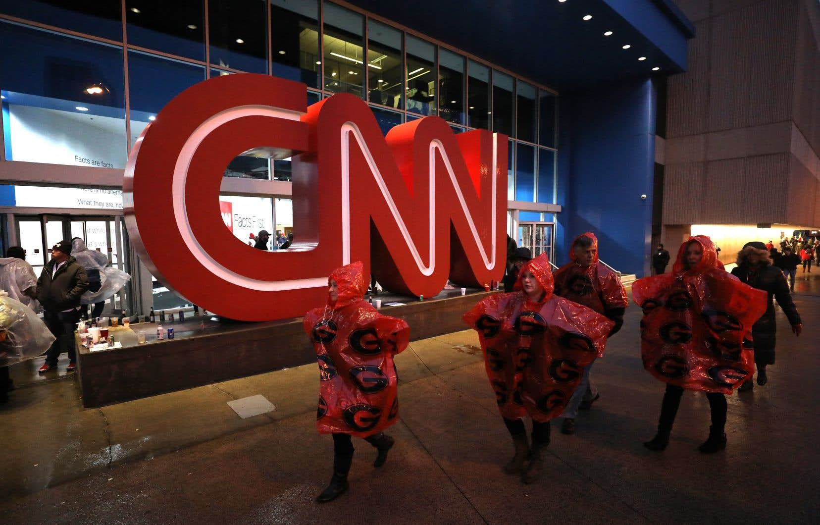 Les groupes proposent à la fois des chaînes télé traditionnelles, comme CNN, et des plateformes de vidéo sur demande.