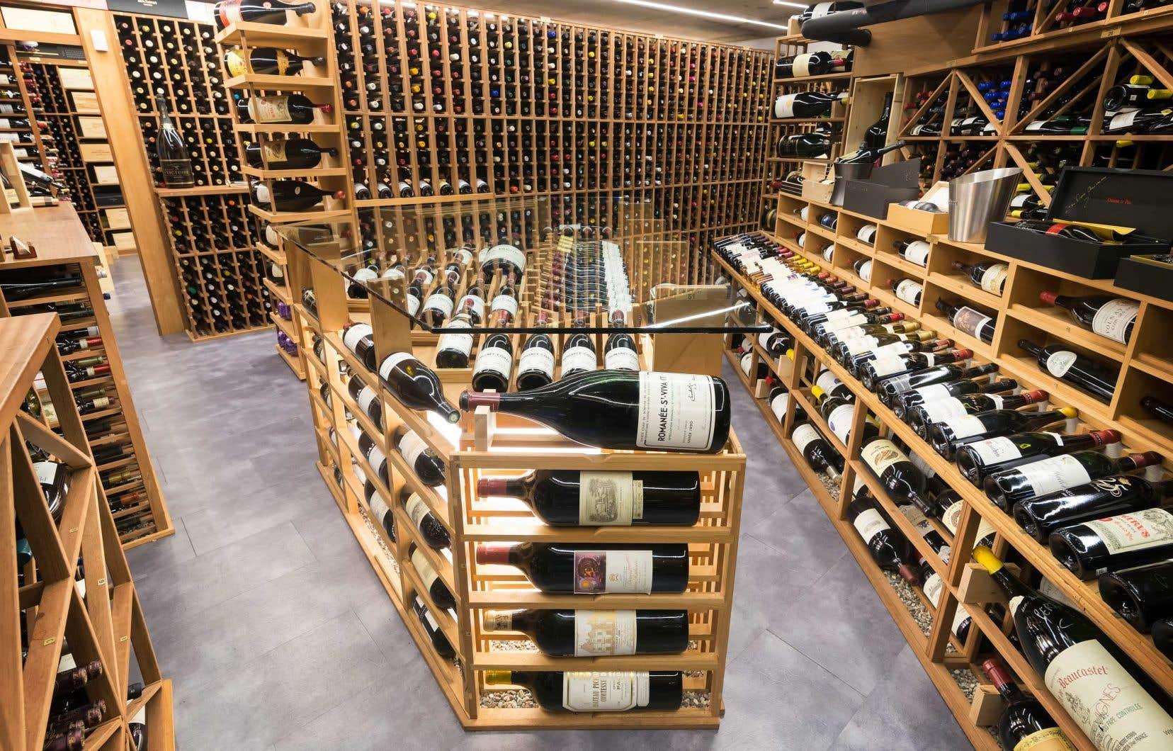 La cave du bistro Le Coureur des bois, à Belœil, contient 14 000 bouteilles soigneusement sélectionnées, dont de nombreux vins bios et nature.