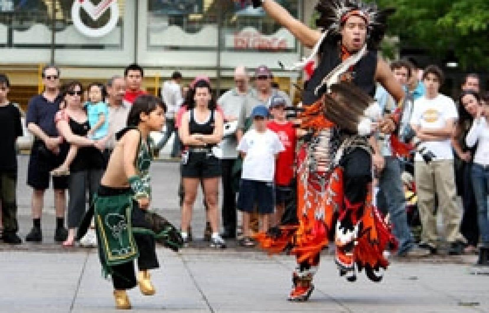 Jeunes danseurs mohawks en spectacle l'an dernier lors du festival Présence autochtone