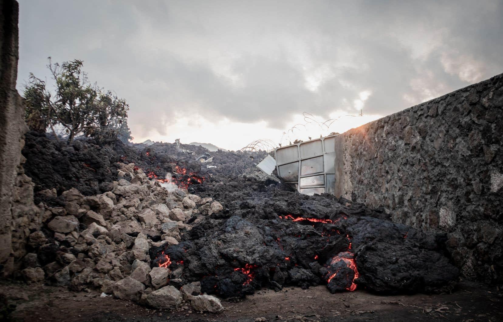 Aux alentours de Goma, de nombreuses habitations ont été englouties par la lave. L'éruption du Nyiragongo a commencé samedi soir, prenant habitants et autorités de court.