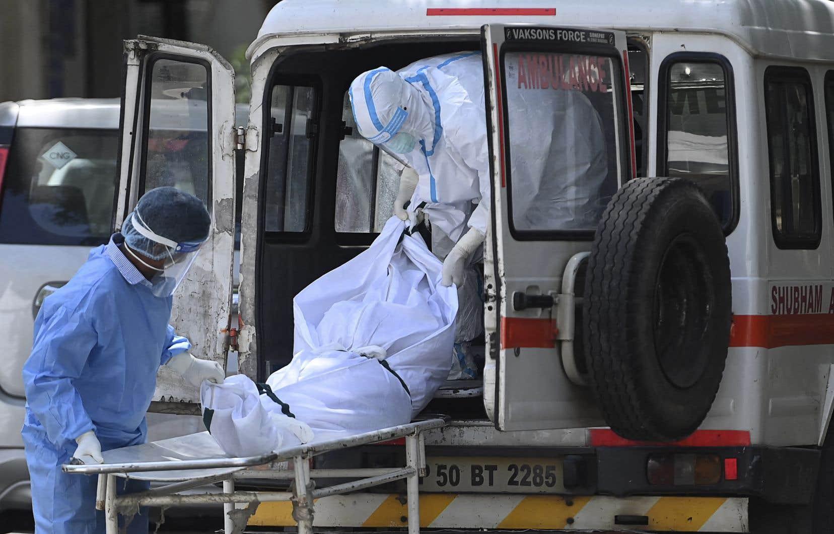 La pandémie a mis à rude épreuve le système de santé de l'Inde, qui est le troisième pays le plus endeuillé dans le monde depuis le début de la pandémie.