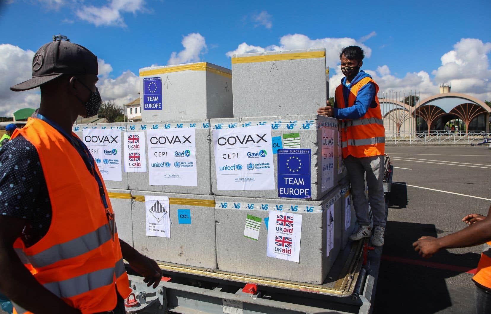 Le programme COVAX, destiné aux pays à faible revenu, a montré ses limites.