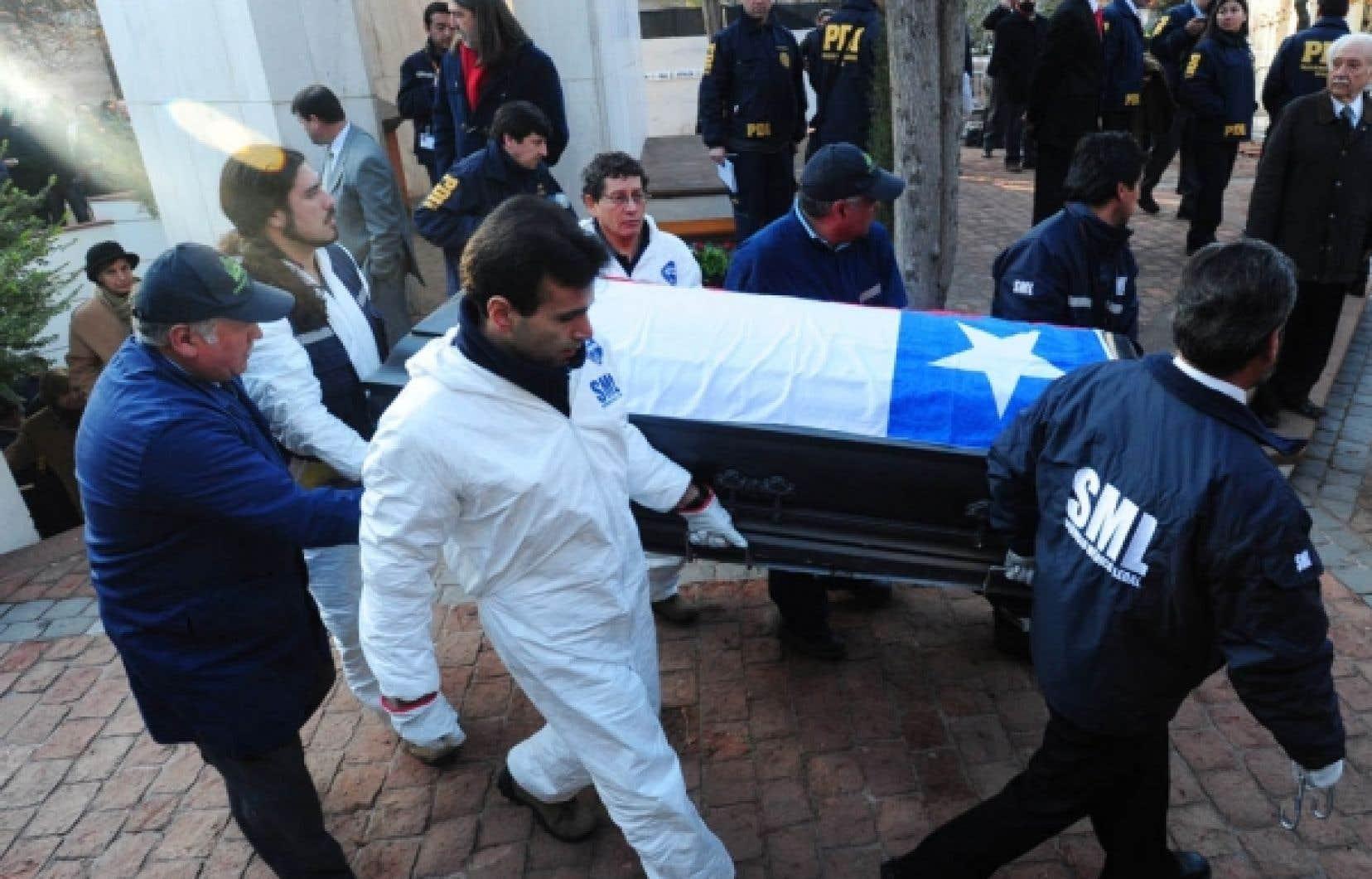 Le cercueil de Salvador Allende, hier à Santiago<br />